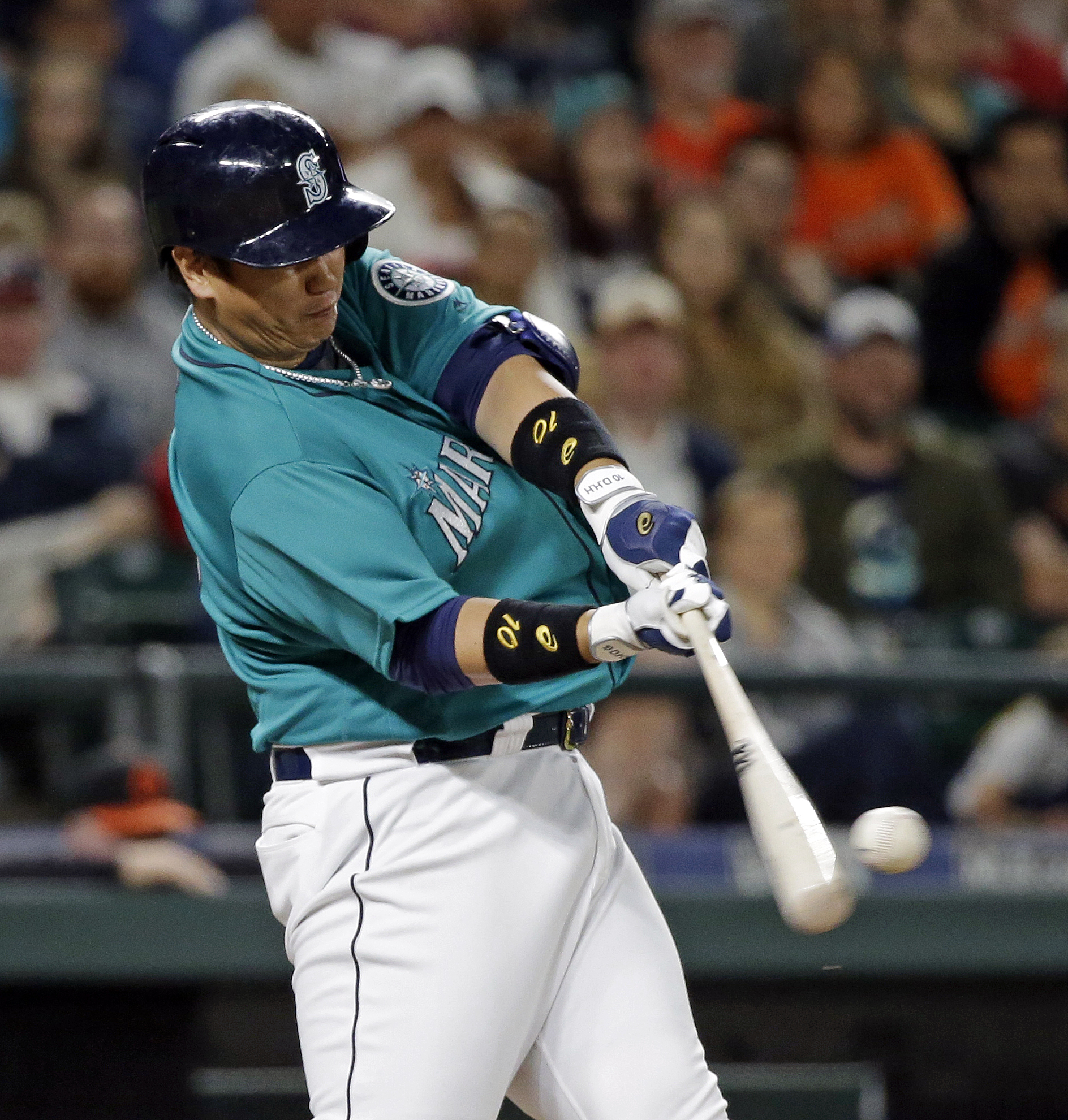 Seattle Mariners' Dae-Ho Lee hits a two-run home run against the Baltimore Orioles during the eighth inning of a baseball game Friday, July 1, 2016, in Seattle. (AP Photo/Elaine Thompson)