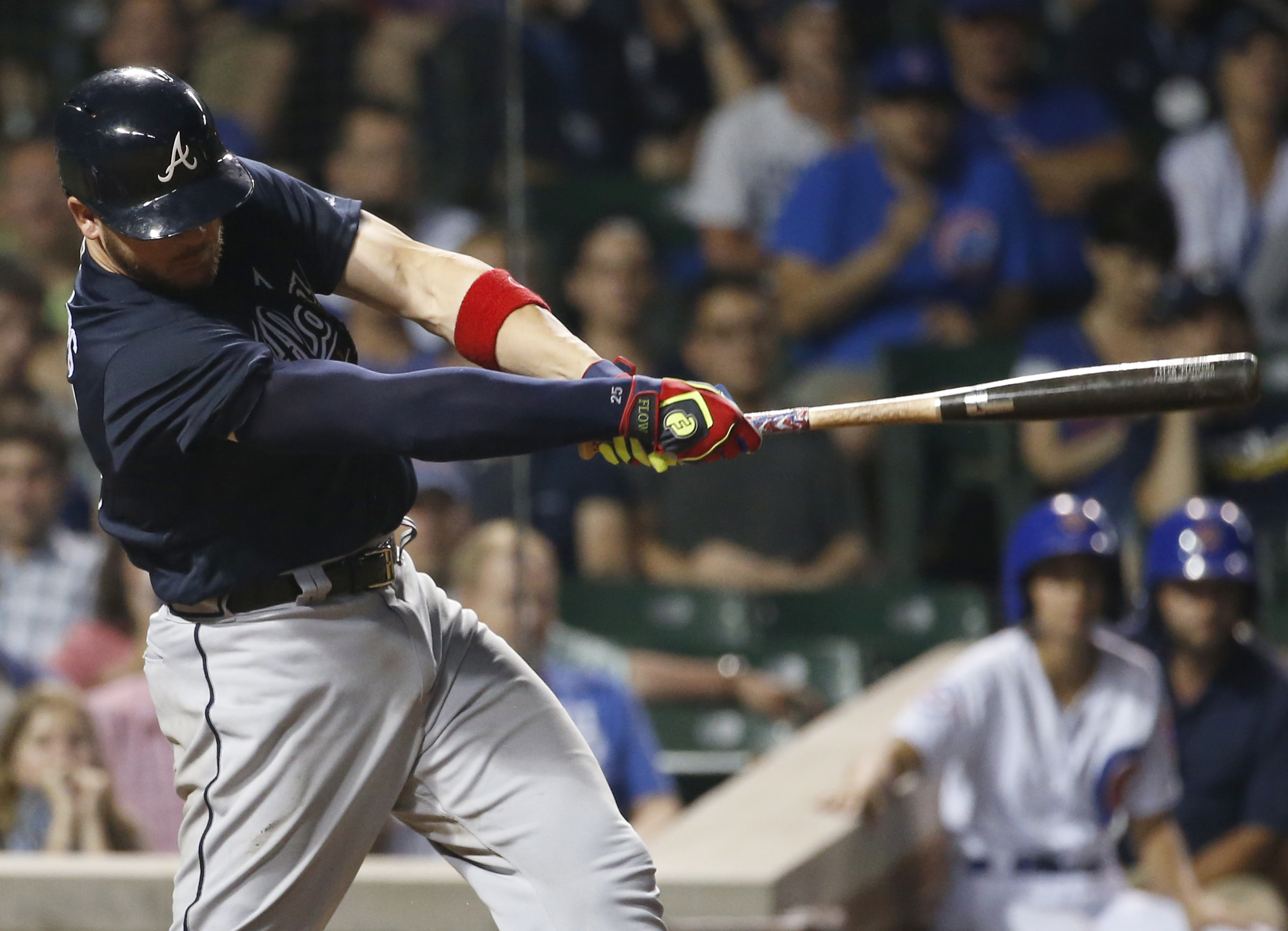 Atlanta Braves' Tyler Flowers swings on an RBI single against the Chicago Cubs during the 11th inning of a baseball game early Friday, July 8, 2016, in Chicago. (AP Photo/Nam Y. Huh)