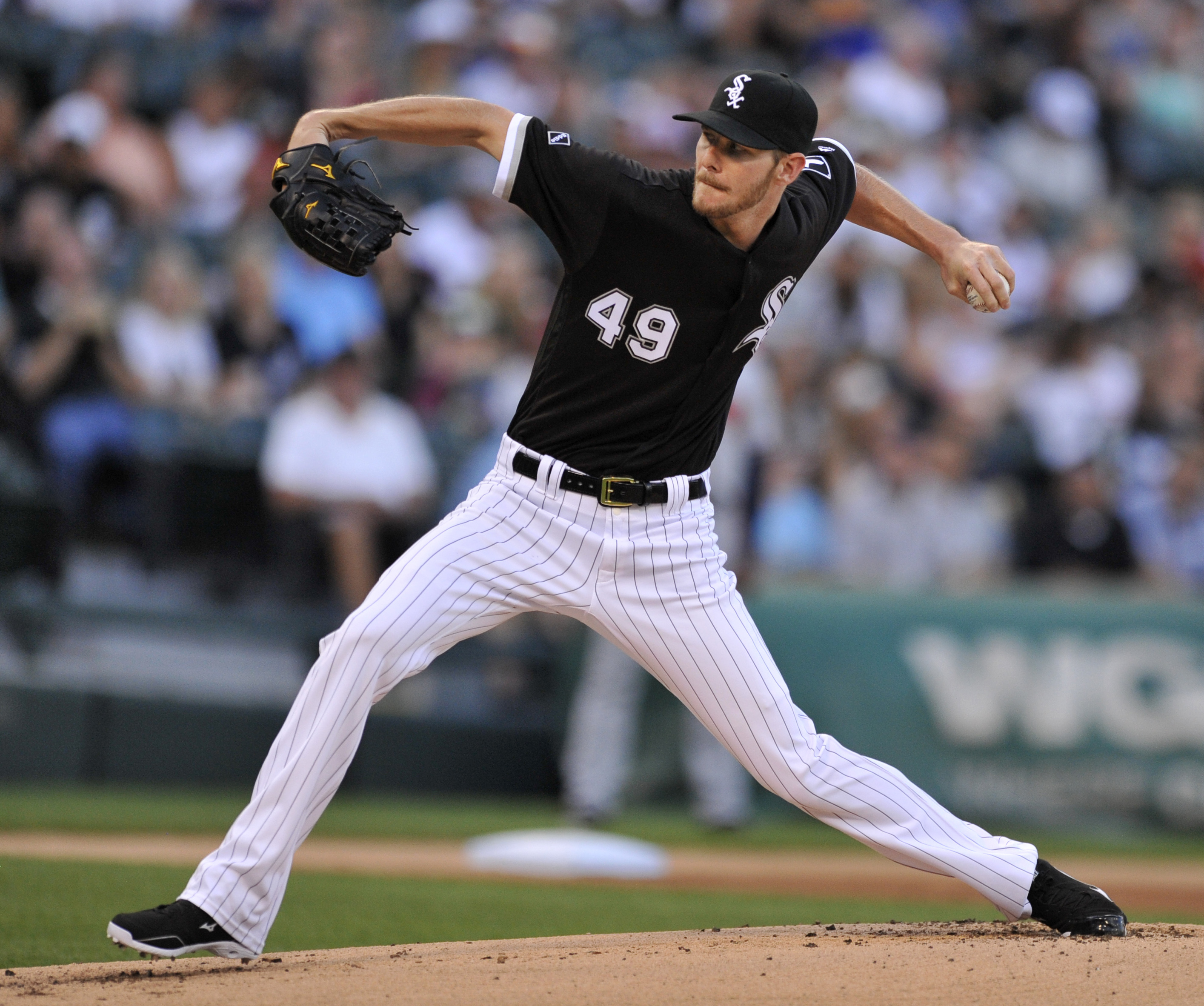 Chicago White Sox starter Chris Sale delivers a pitch during the first inning of an interleague baseball game against the Atlanta Braves Friday, July 8, 2016, in Chicago. (AP Photo/Paul Beaty)