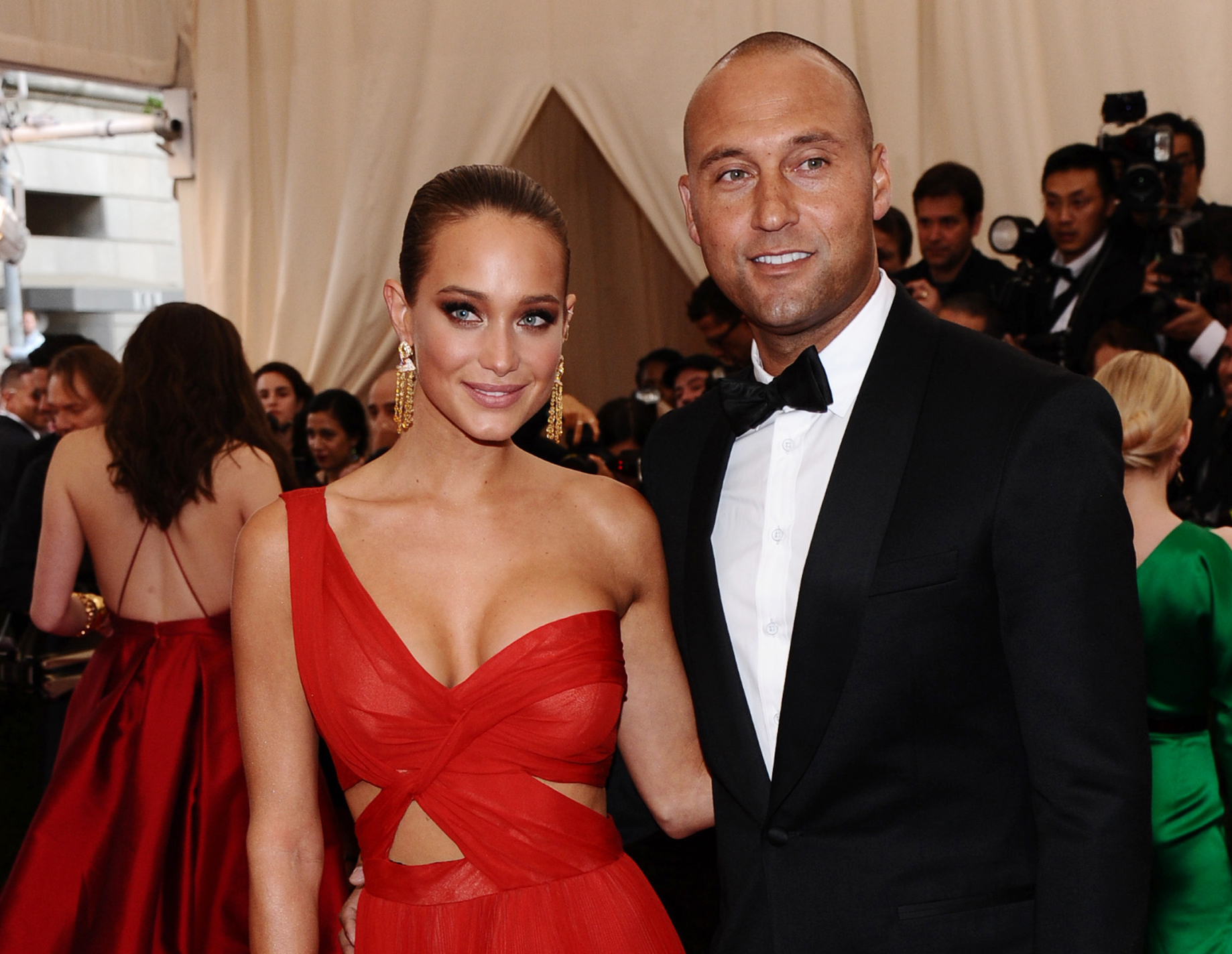 "FILE - In this May 4, 2015, file photo, Derek Jeter, right, and Hannah Davis arrive at The Metropolitan Museum of Art's Costume Institute benefit gala celebrating ""China: Through the Looking Glass"" in New York. Derek Jeter has reportedly married his longt"