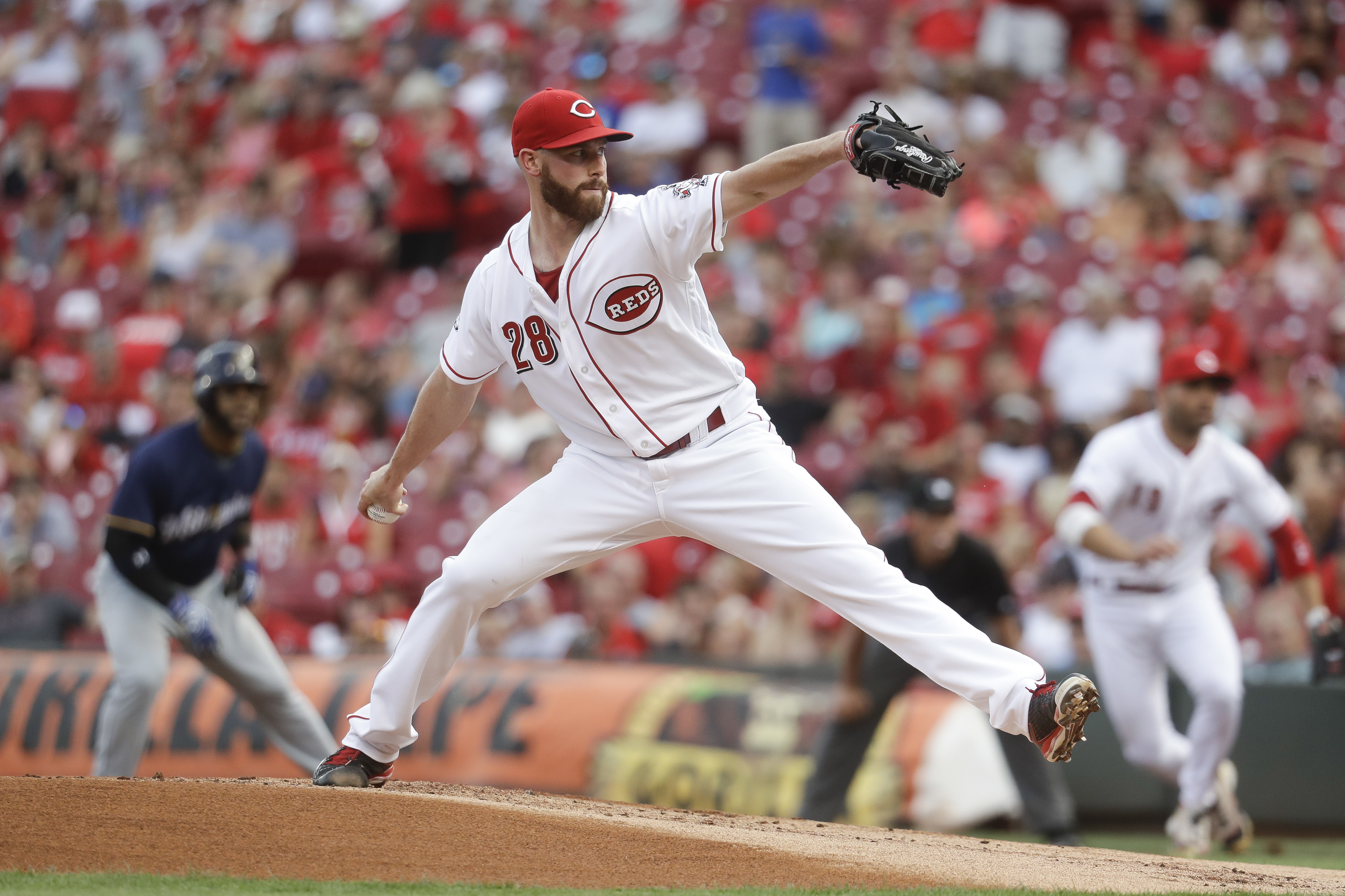 Cincinnati Reds starting pitcher Anthony DeSclafani throws during the first inning of a baseball game against the Milwaukee Brewers, Friday, July 15, 2016, in Cincinnati. (AP Photo/John Minchillo)