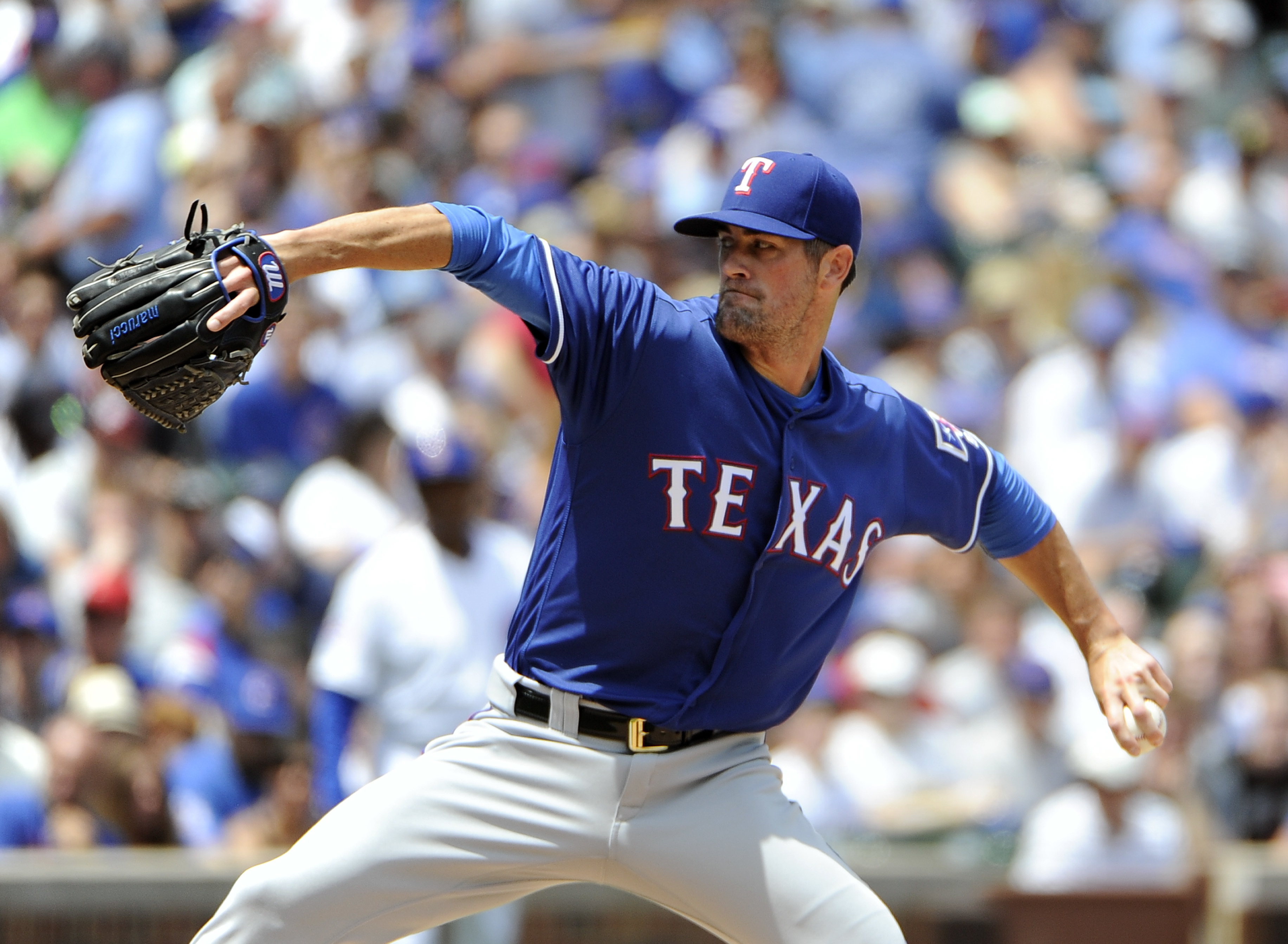 Texas Rangers starting pitcher Cole Hamels (35) throws against the Chicago Cubs during the first inning of an interleague baseball game, Sunday, July 17, 2016, in Chicago. (AP Photo/David Banks)