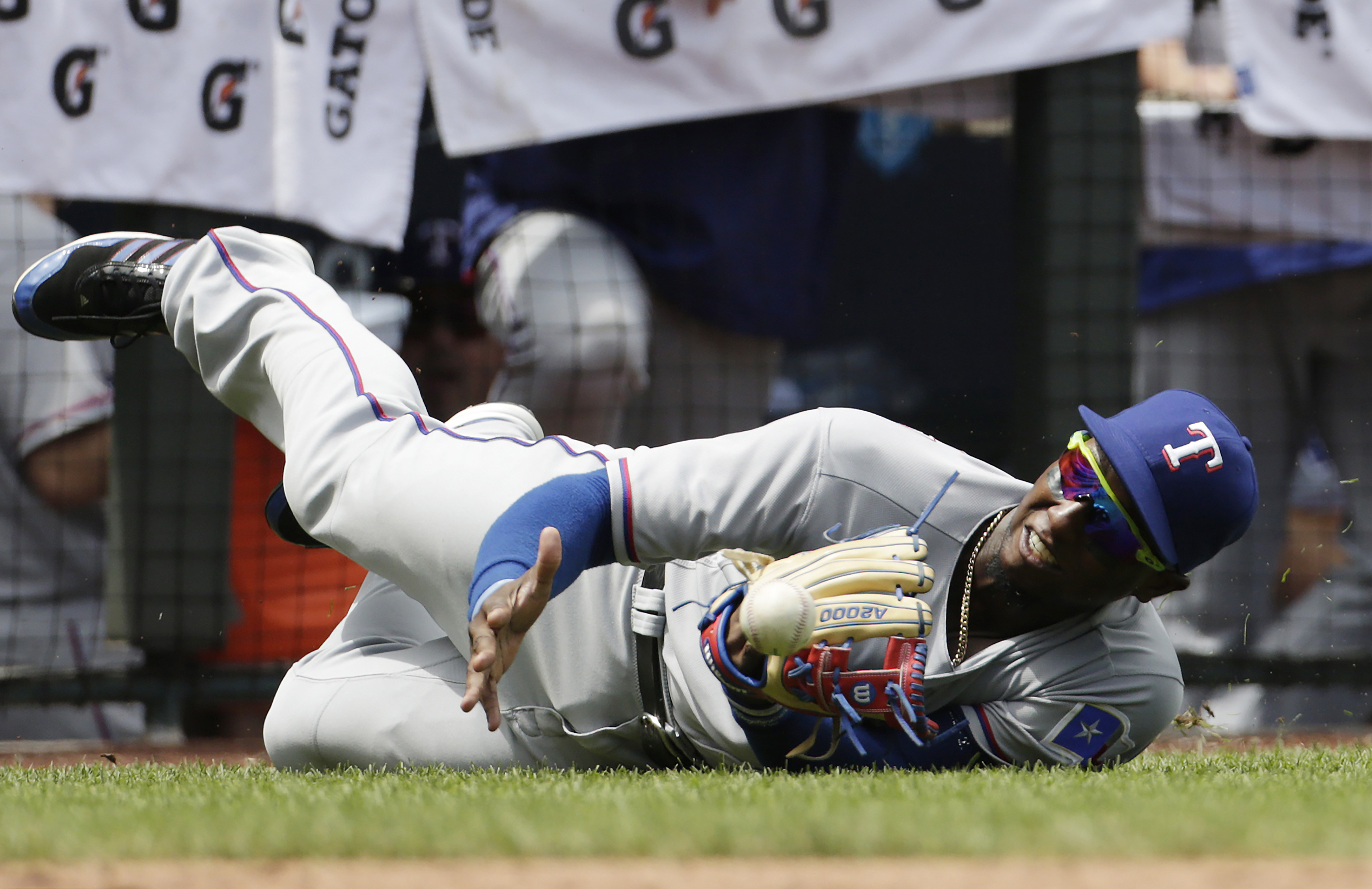 Texas Rangers third baseman Jurickson Profar is unable to hold on to a popup hit by Kansas City Royals' Jarrod Dyson during the third inning of a baseball game at Kauffman Stadium in Kansas City, Mo., Sunday, June 24, 2016. (AP Photo/Colin E. Braley)