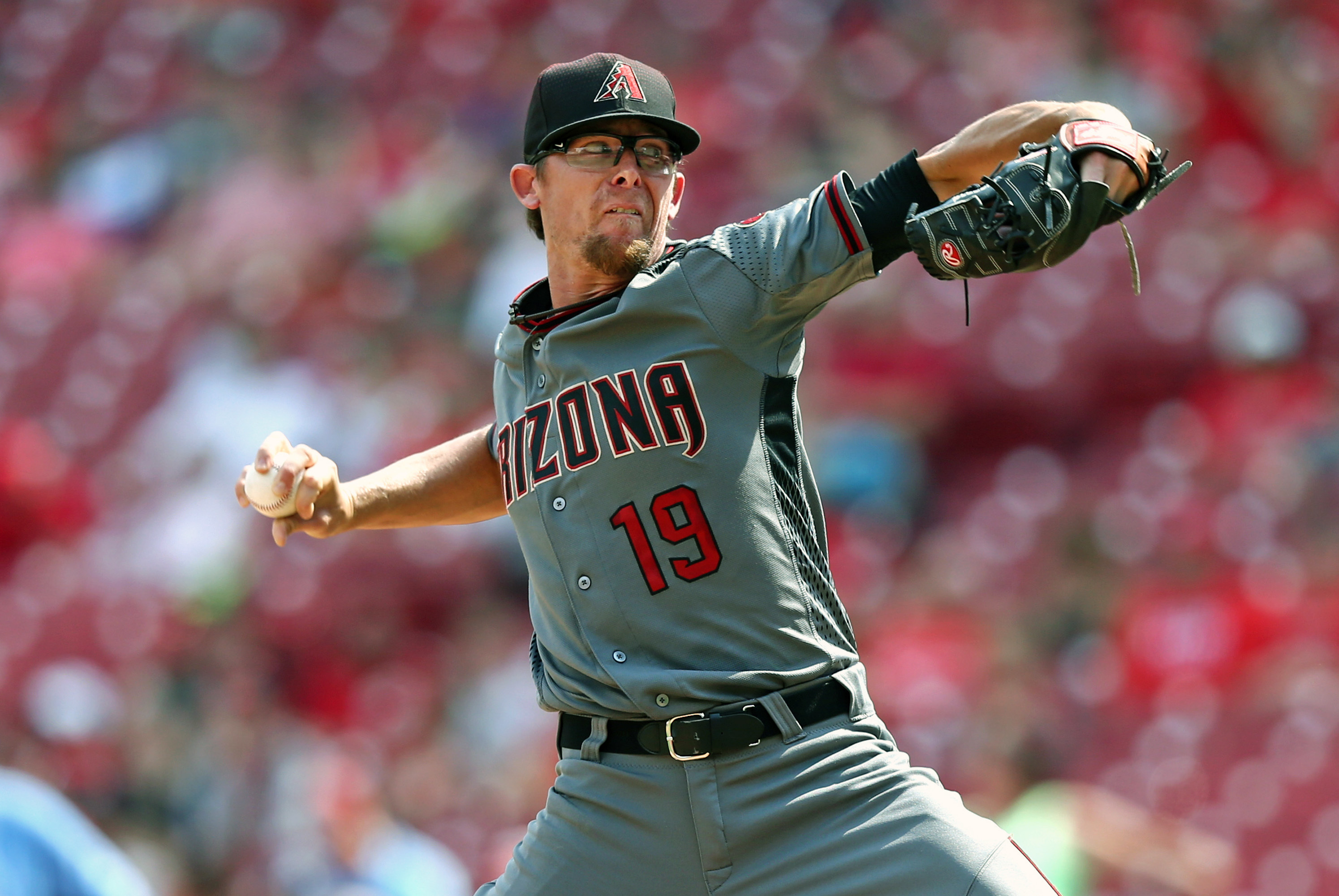 Arizona Diamondbacks relief pitcher Tyler Clippard throws in the ninth inning of a baseball game against the Cincinnati Reds, Sunday, July 24, 2016, in Cincinnati. (AP Photo/Aaron Doster)