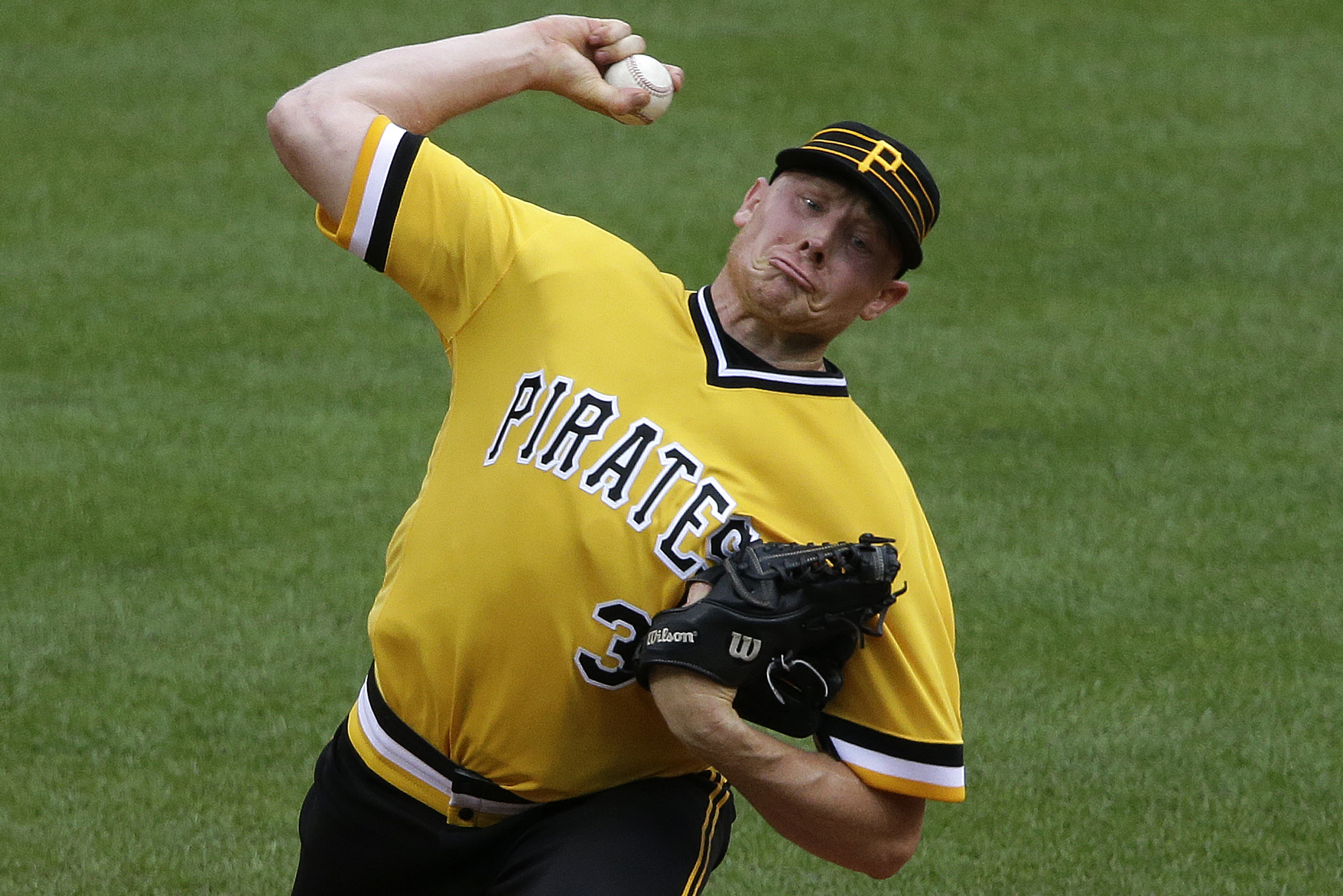 Pittsburgh Pirates closer Mark Melancon delivers in the ninth inning of a baseball game against the Philadelphia Phillies in Pittsburgh, Sunday, July 24, 2016. (AP Photo/Gene J. Puskar)