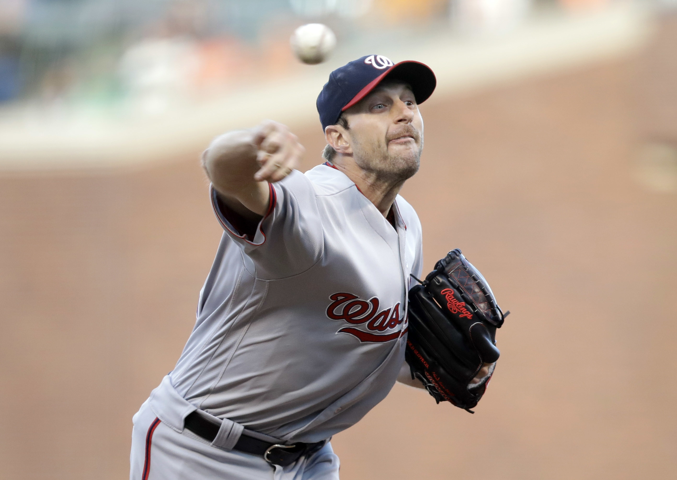Washington Nationals starting pitcher Max Scherzer throws to the San Francisco Giants during the first inning of a baseball game Friday, July 29, 2016, in San Francisco. (AP Photo/Marcio Jose Sanchez)