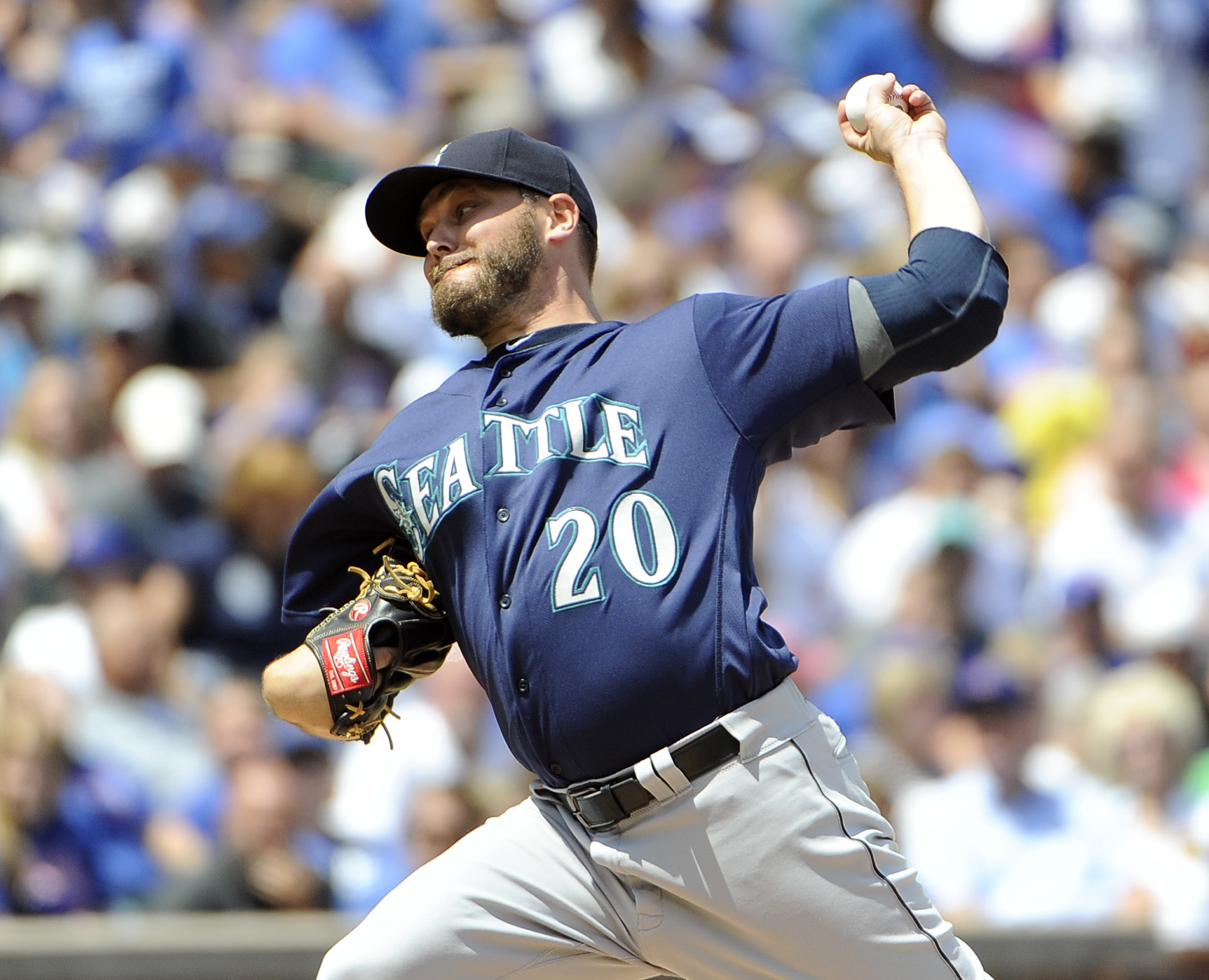 Seattle Mariners starting pitcher Wade Miley (20) throws against the Chicago Cubs during the first inning of an interleague baseball game, Saturday, July 30, 2016, in Chicago. (AP Photo/David Banks)