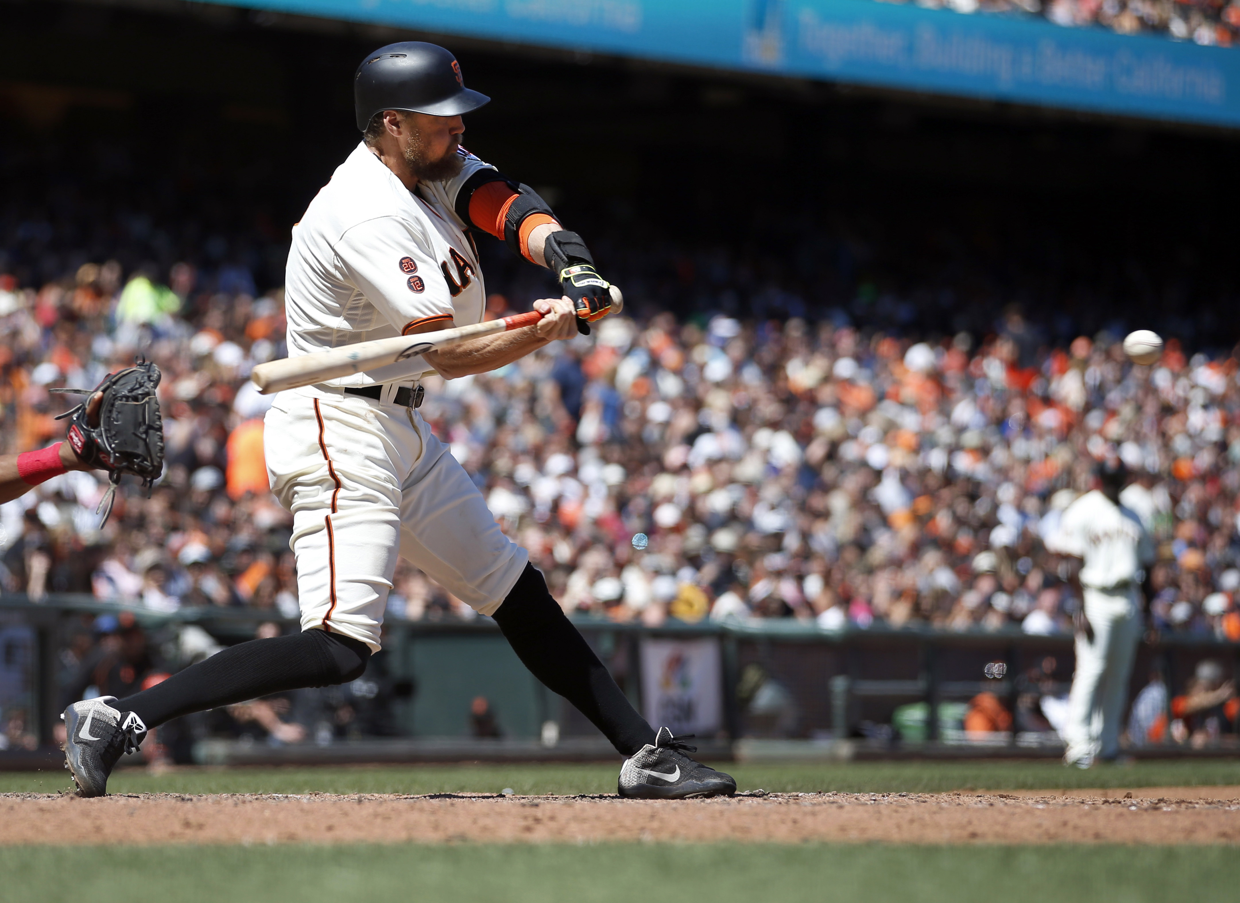 San Francisco Giants' Hunter Pence hits a single against the Washington Nationals during the fifth inning of a baseball game in San Francisco, Saturday, July 30, 2016. (AP Photo/Tony Avelar)
