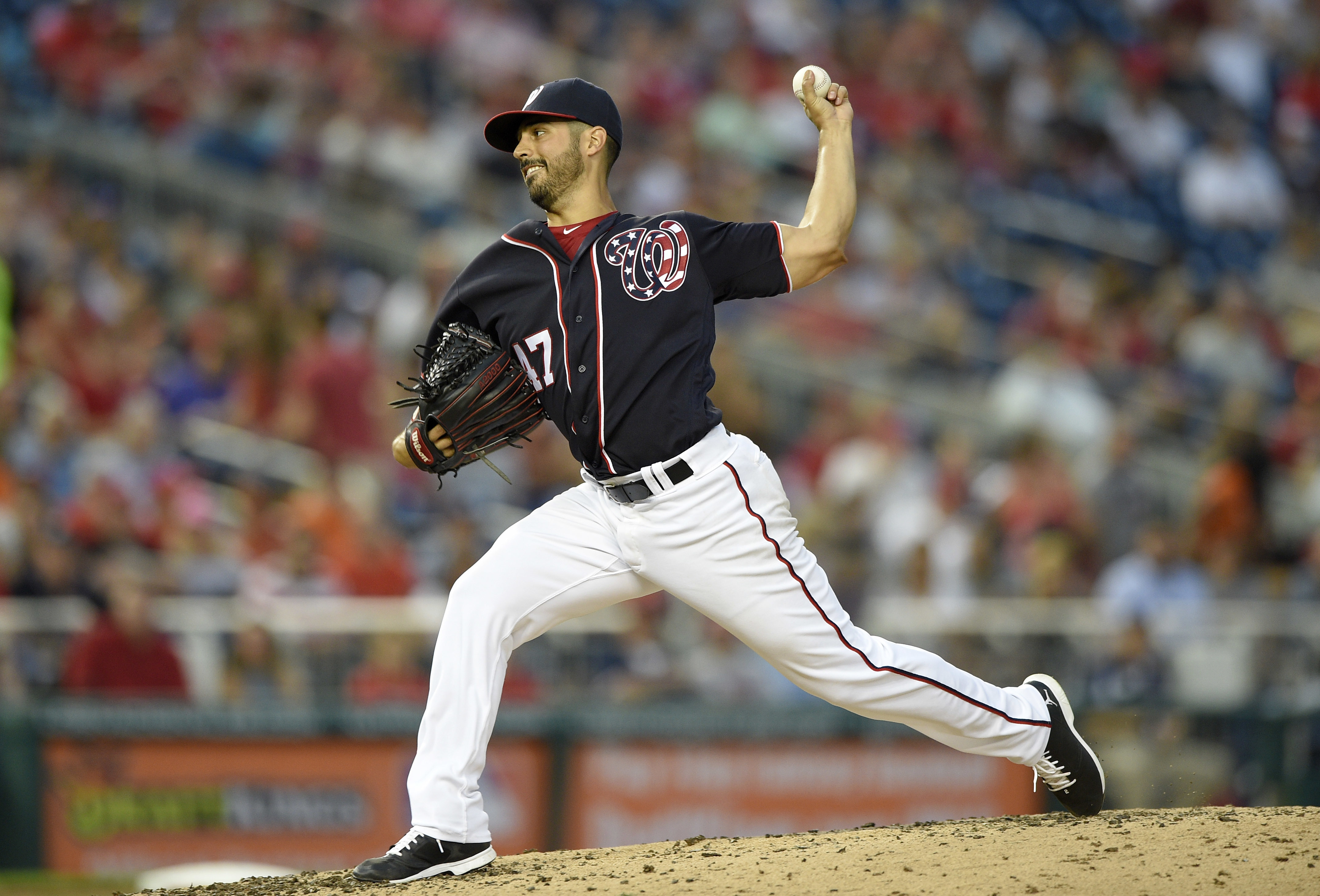 Washington Nationals starting pitcher Gio Gonzalez delivers a pitch during the fourth inning of a baseball game against the San Francisco Giants, Friday, Aug. 5, 2016, in Washington. (AP Photo/Nick Wass)
