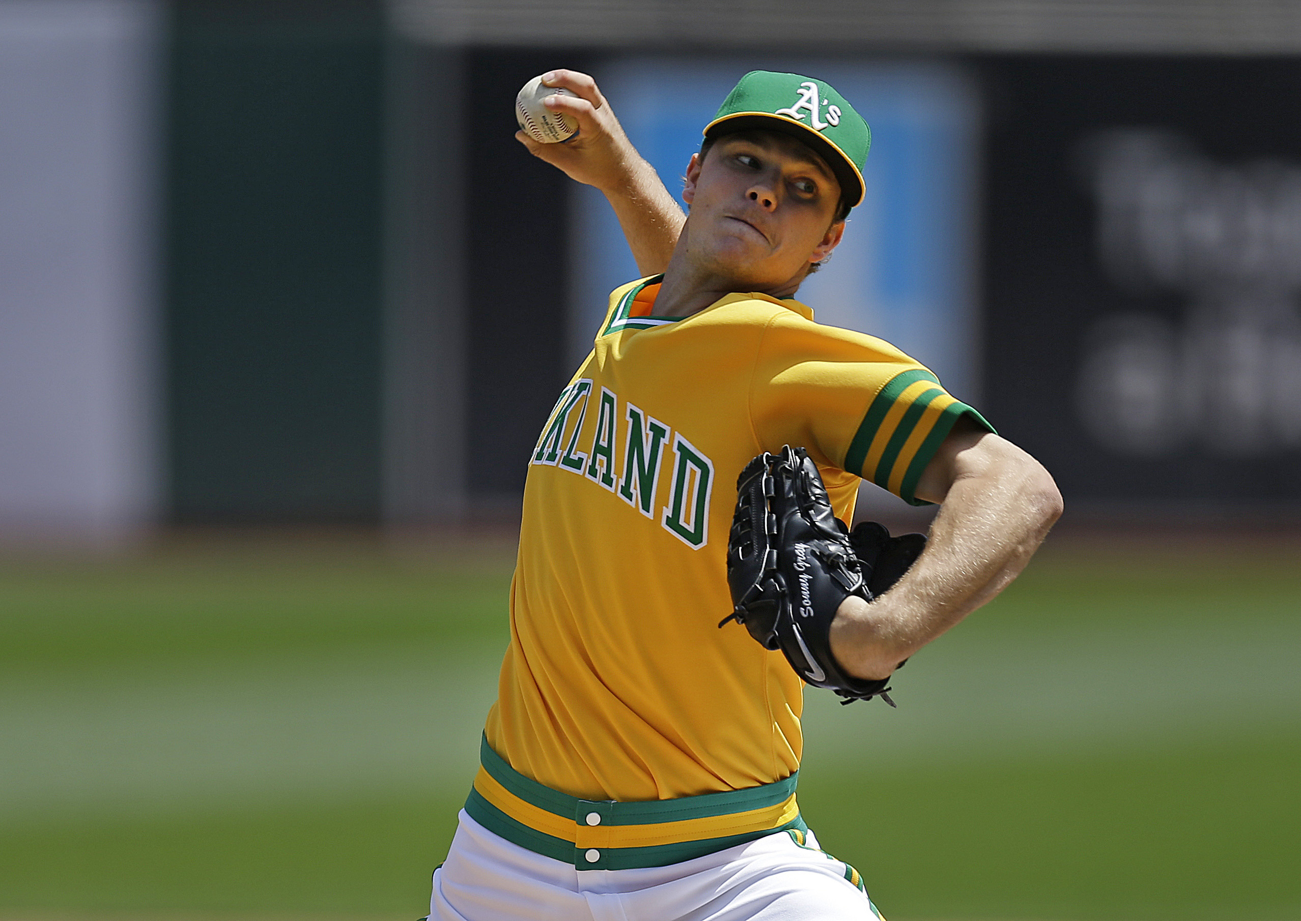 Oakland Athletics pitcher Sonny Gray works against the Chicago Cubs in the first inning of a baseball game Saturday, Aug. 6, 2016, in Oakland, Calif. (AP Photo/Ben Margot)