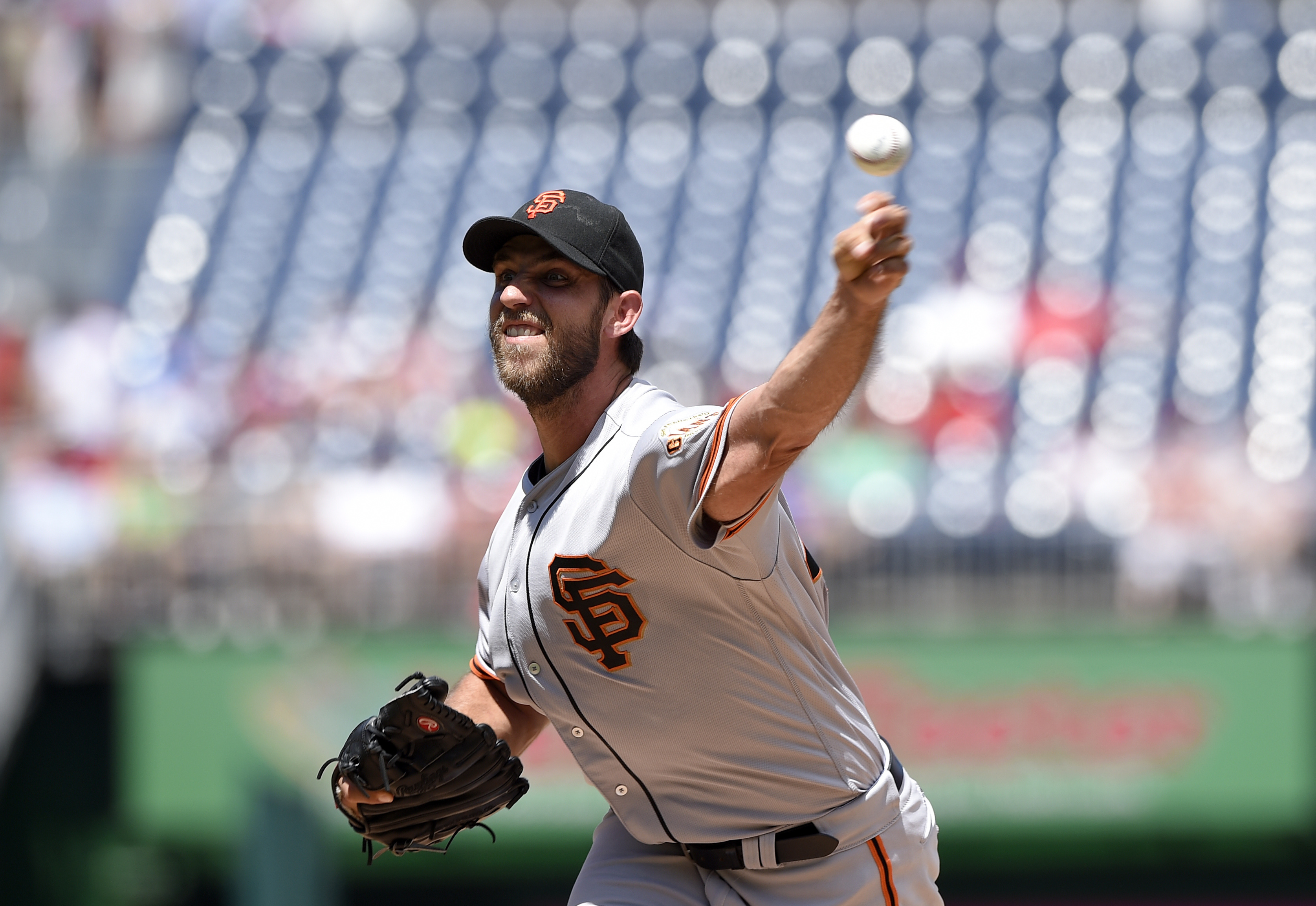 San Francisco Giants starting pitcher Madison Bumgarner delivers during the first inning of a baseball game against the Washington Nationals, Sunday, Aug. 7, 2016, in Washington. (AP Photo/Nick Wass)