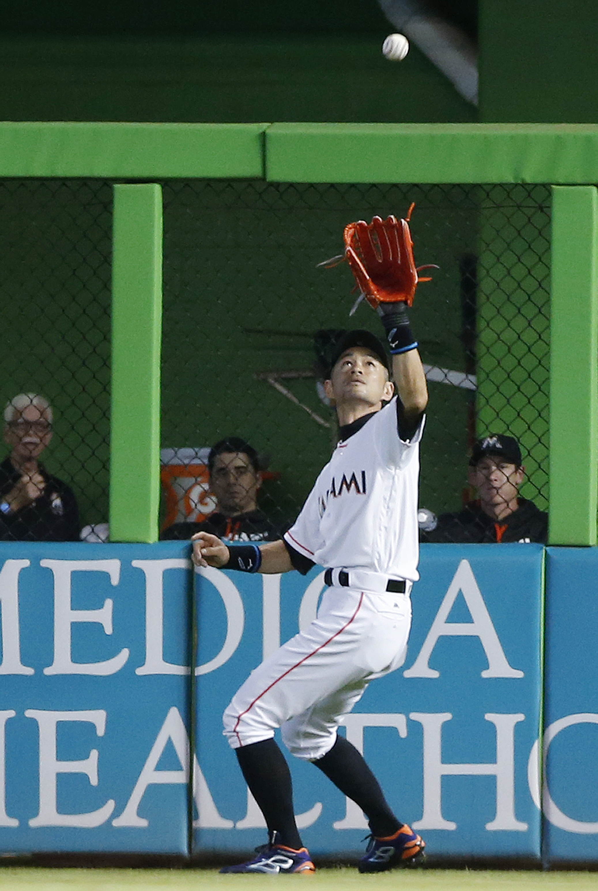 Miami Marlins right fielder Ichiro Suzuki, of Japan, catches a fly ball hit by San Francisco Giants' Eduardo Nunez during the first inning of a baseball game, Wednesday, Aug. 10, 2016, in Miami. (AP Photo/Wilfredo Lee)
