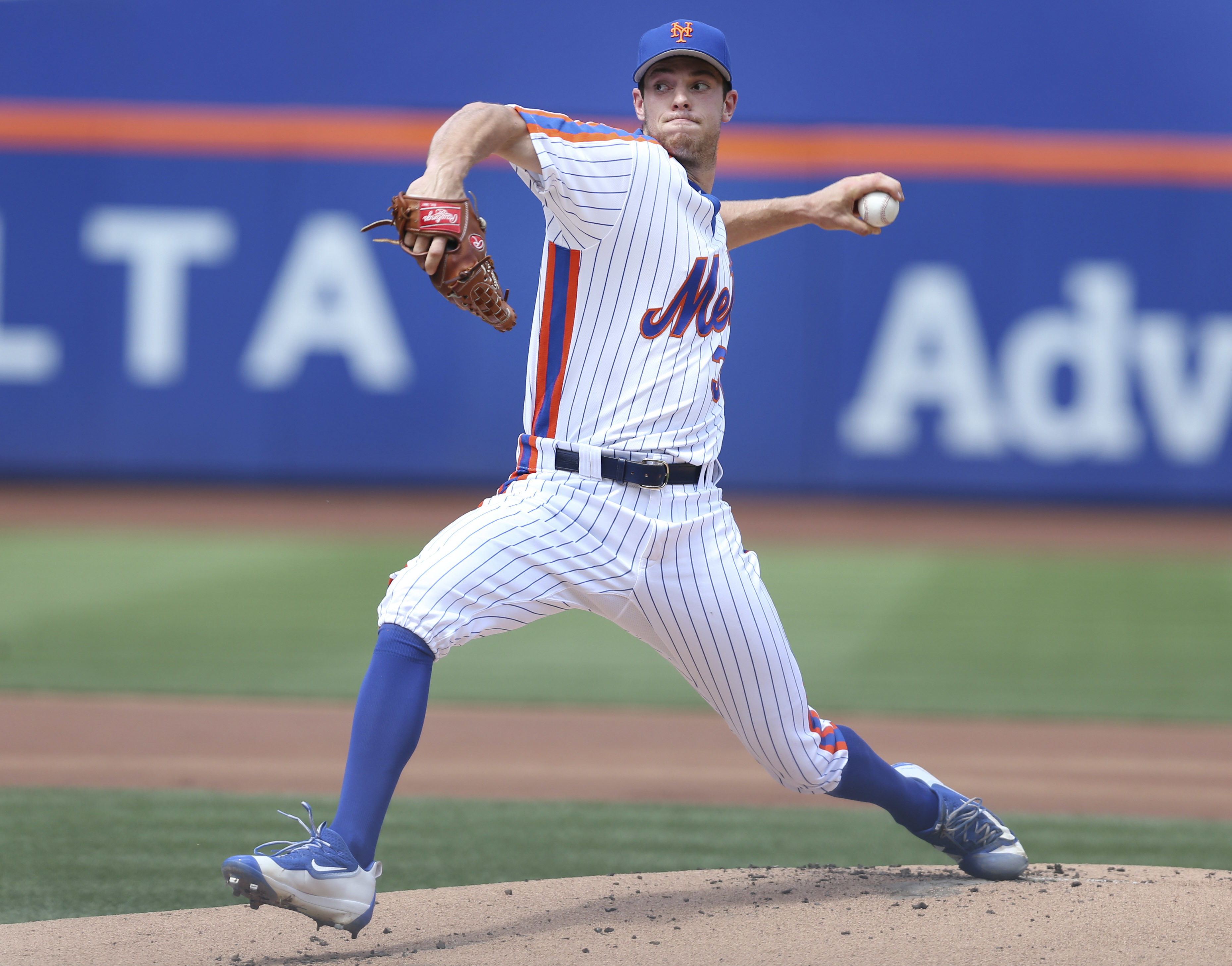 New York Mets starting pitcher Steven Matz throws during the first inning of a baseball game against the San Diego Padres, Sunday, Aug. 14, 2016 in New York. (AP Photo/Seth Wenig)