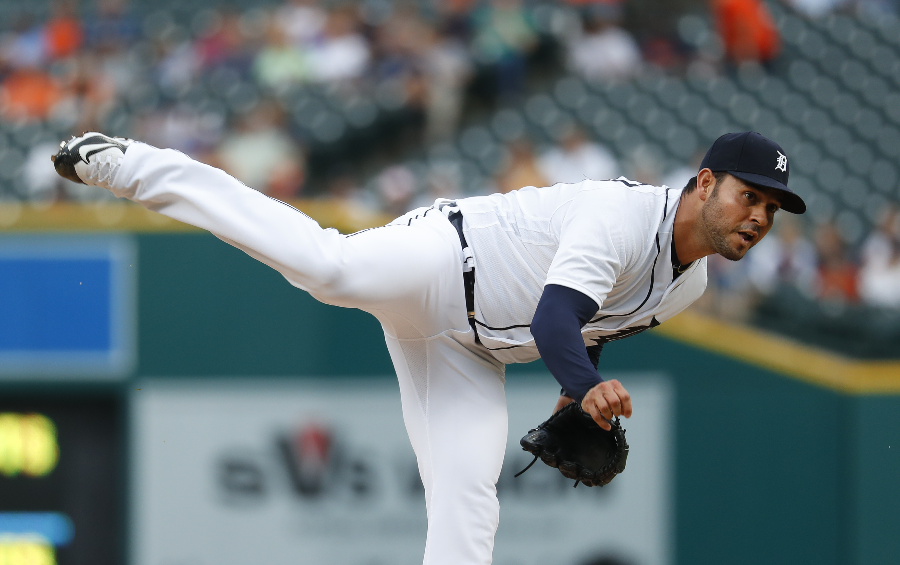 Detroit Tigers pitcher Anibal Sanchez throws against the Kansas City Royals during the first inning of a baseball game in Detroit, Wednesday, Aug. 17, 2016. (AP Photo/Paul Sancya)