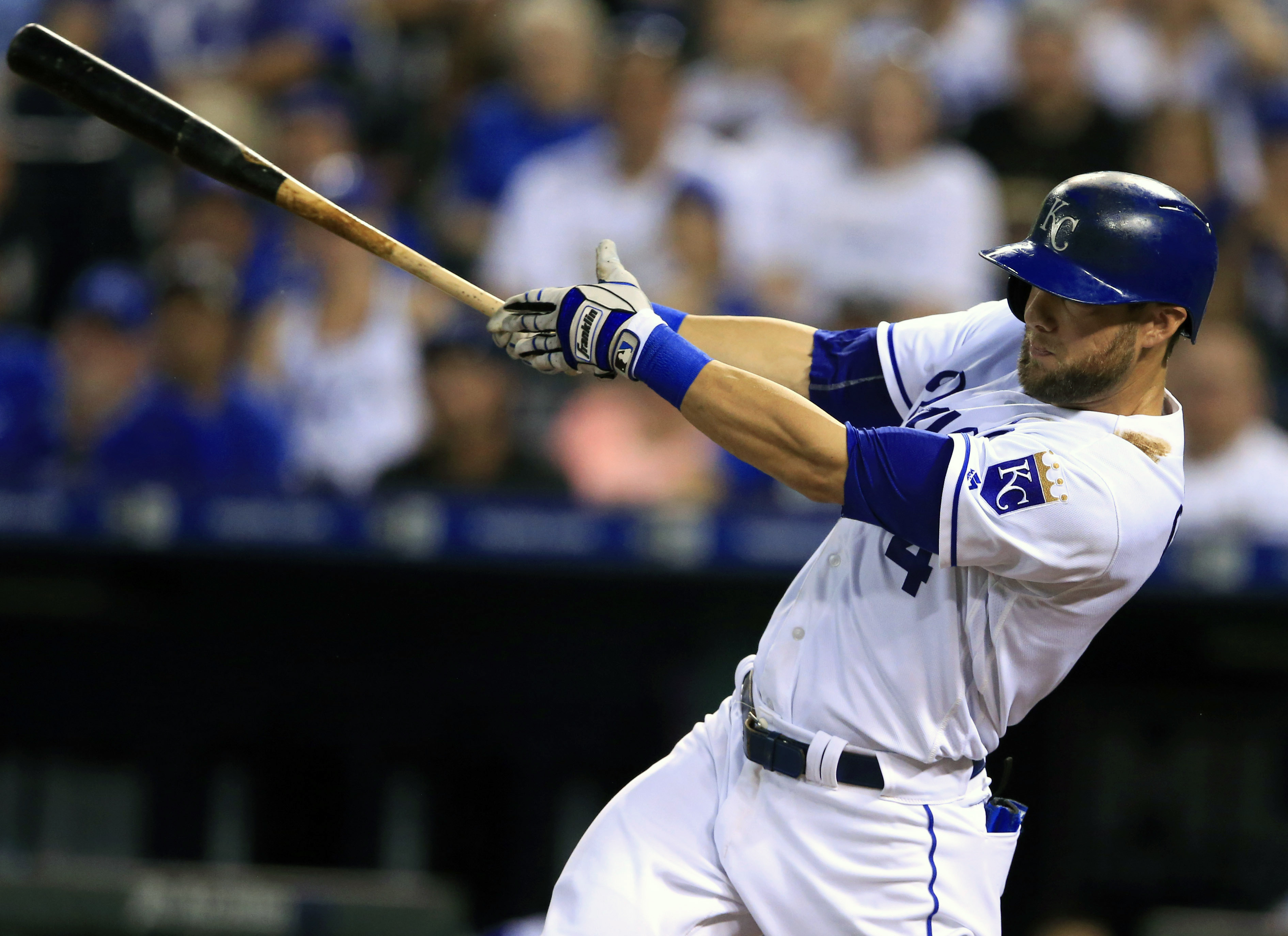 Kansas City Royals' Alex Gordon hits a grand slam off Minnesota Twins starting pitcher Tyler Duffey during the fourth inning of a baseball game at Kauffman Stadium in Kansas City, Mo., Thursday, Aug. 18, 2016. (AP Photo/Orlin Wagner)