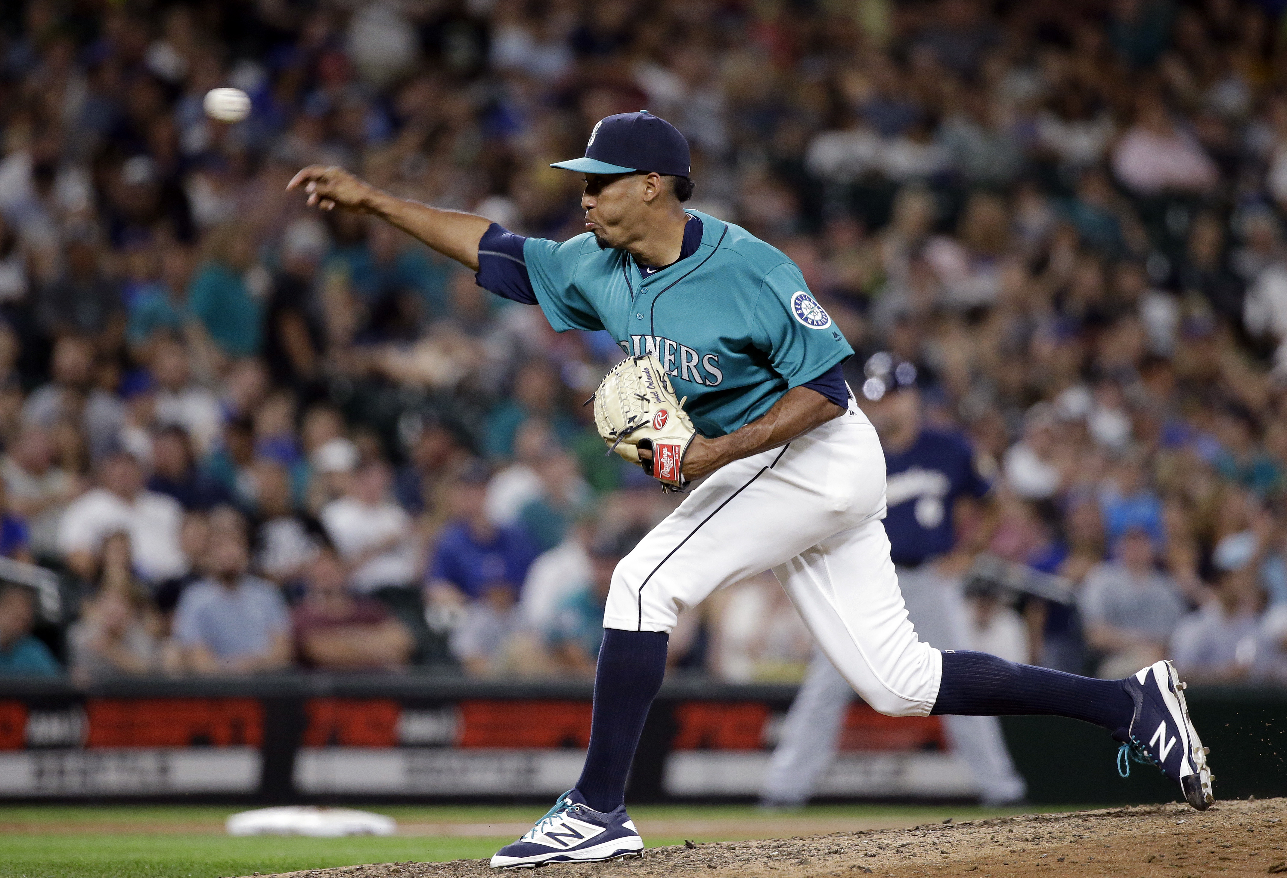 Seattle Mariners closing pitcher Edwin Diaz throws against the Milwaukee Brewers in the ninth inning of a baseball game Friday, Aug. 19, 2016, in Seattle. (AP Photo/Elaine Thompson)