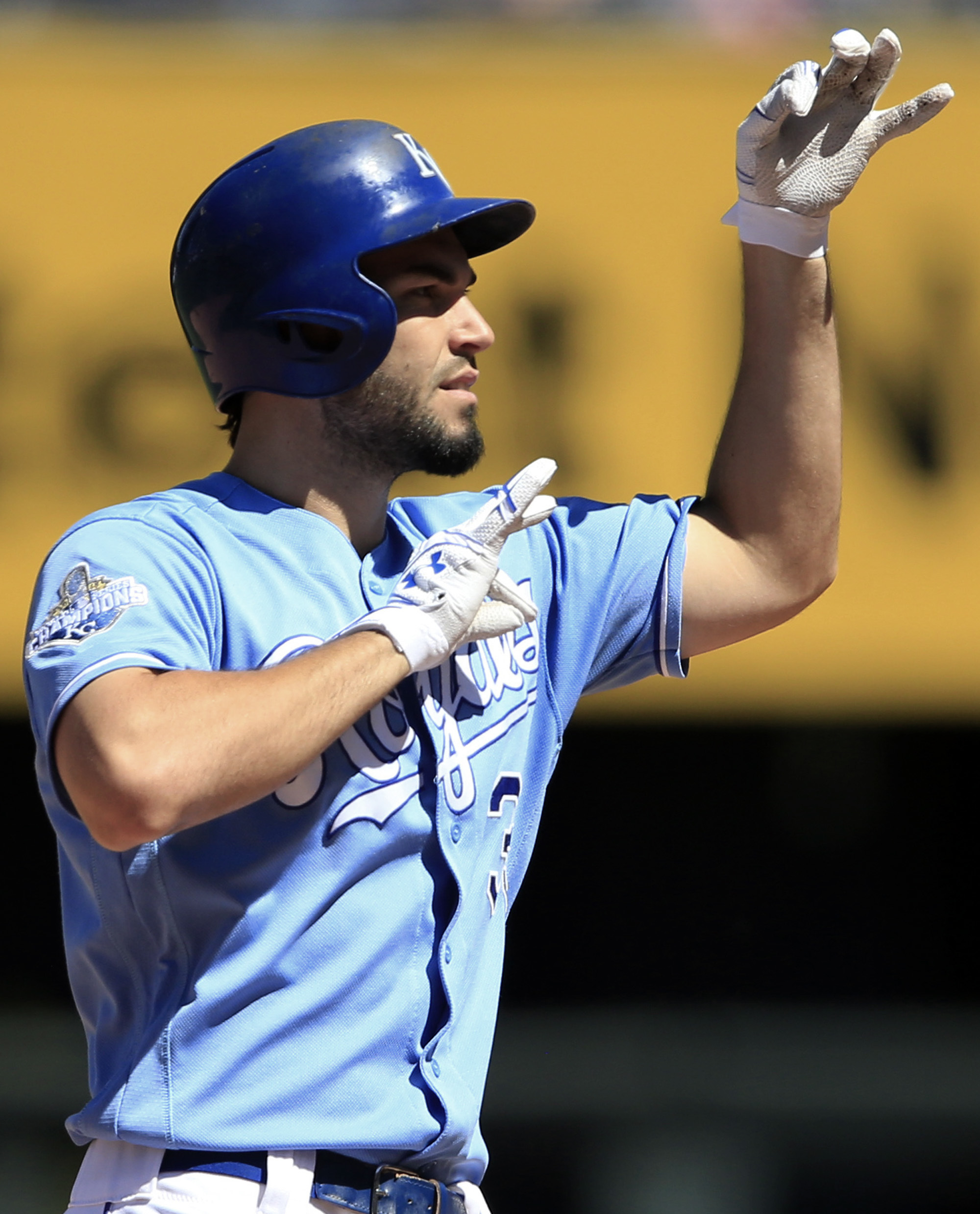 Kansas City Royals' Eric Hosmer gestures to teammates after his RBI-double during the sixth inning of a baseball game against the Minnesota Twins at Kauffman Stadium in Kansas City, Mo., Sunday, Aug. 21, 2016. (AP Photo/Orlin Wagner)