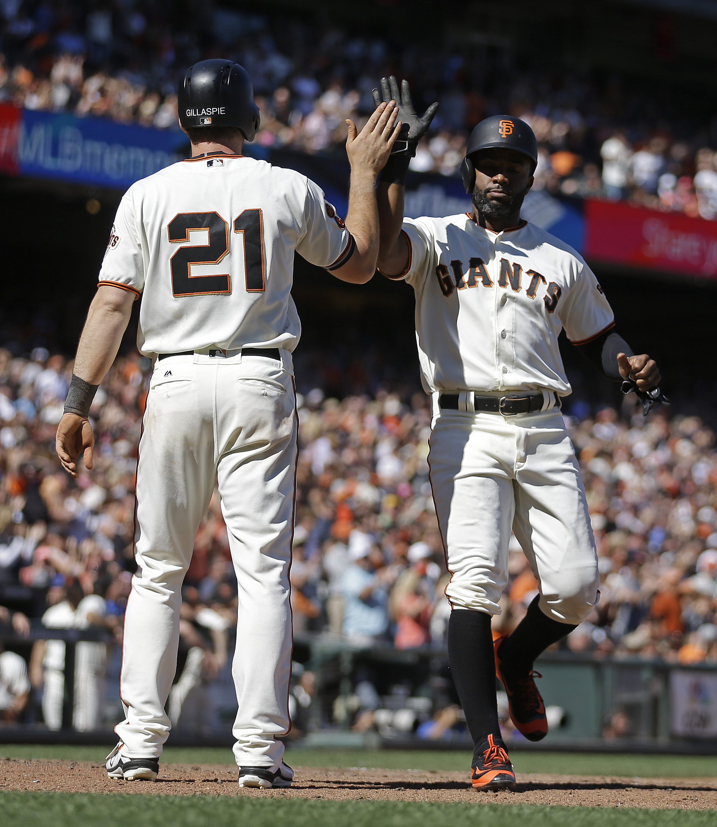 San Francisco Giants' Denard Span, right, and Conor Gillaspie (21) celebrate after scoring against the Atlanta Braves in the seventh inning of a baseball game, Sunday, Aug. 28, 2016, in San Francisco. (AP Photo/Ben Margot)