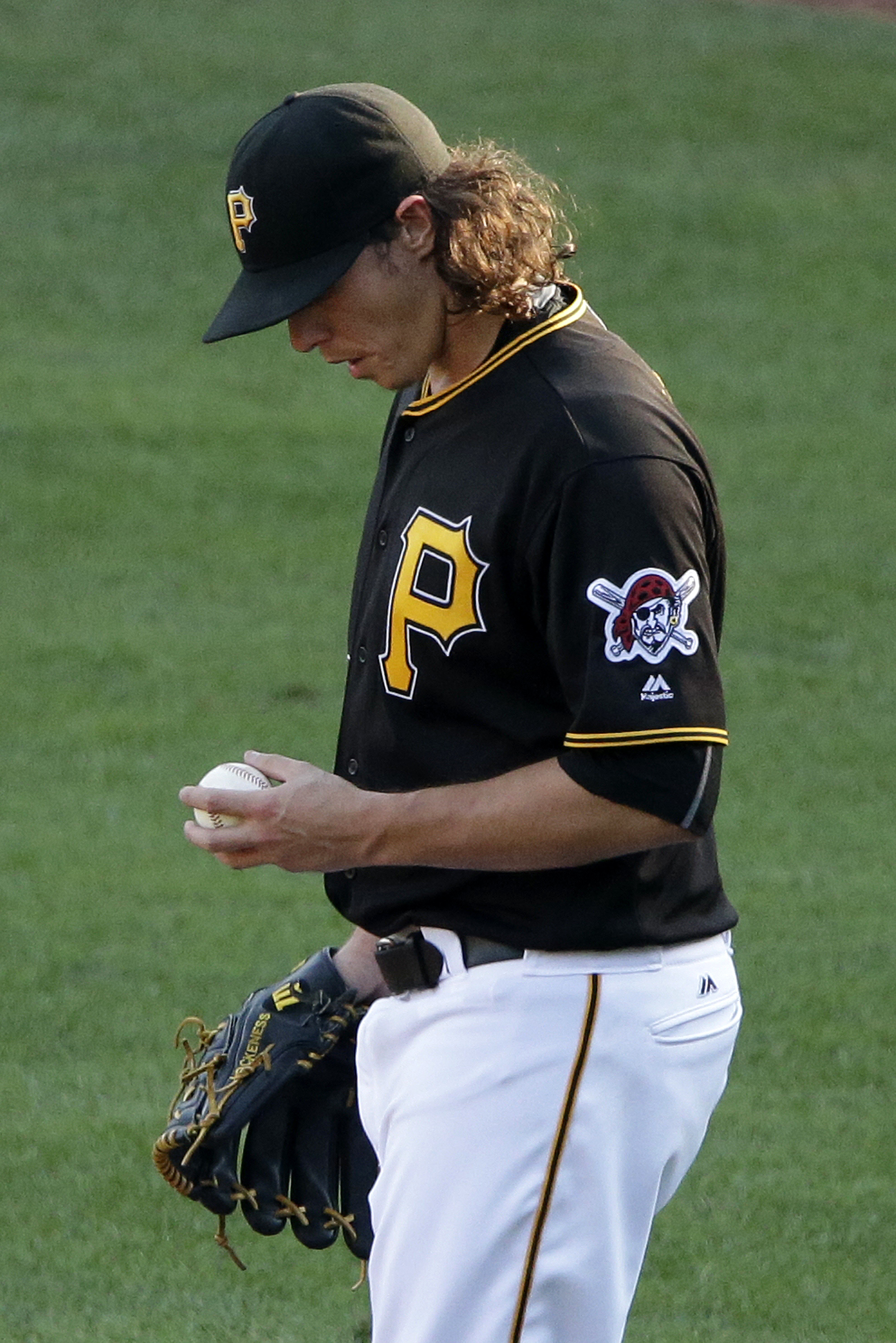 Pittsburgh Pirates relief pitcher Jeff Locke walks back to the mound after giving up a two-run single to St. Louis Cardinals starting pitcher Adam Wainwright during the fourth inning of a baseball game in Pittsburgh, Monday, Sept. 5, 2016. (AP Photo/Gene