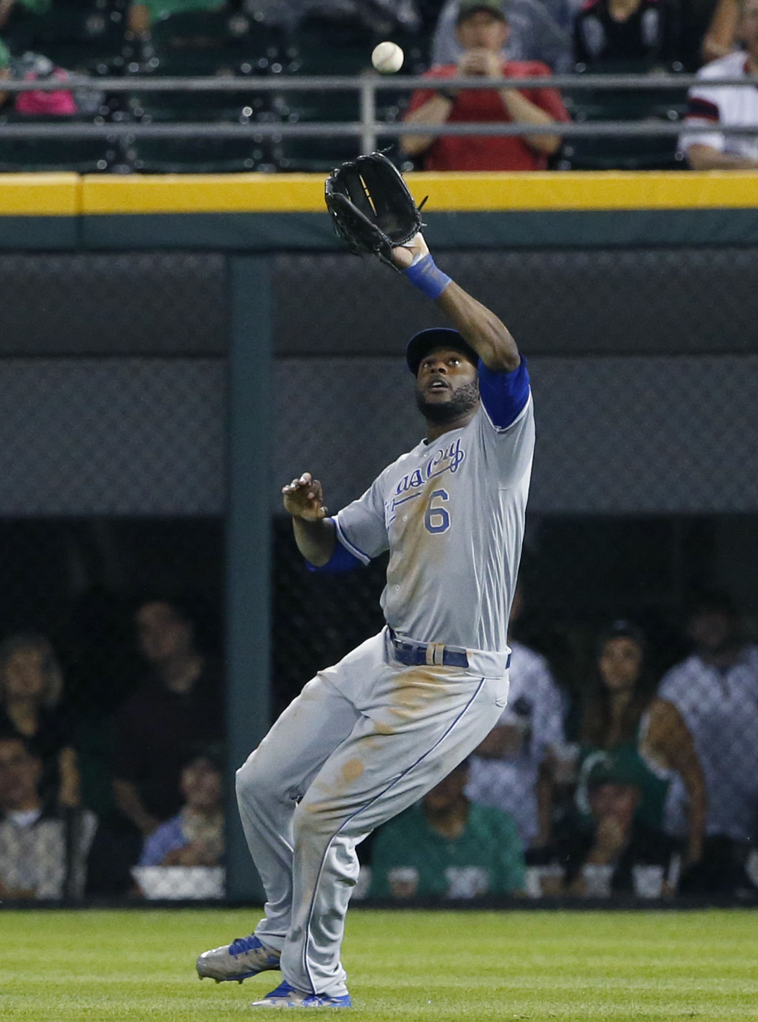 Kansas City Royals right fielder Lorenzo Cain catches a sacrifice fly by Chicago White Sox's Melky Cabrera during the first inning of a baseball game Friday, Sept. 9, 2016, in Chicago. (AP Photo/Nam Y. Huh)