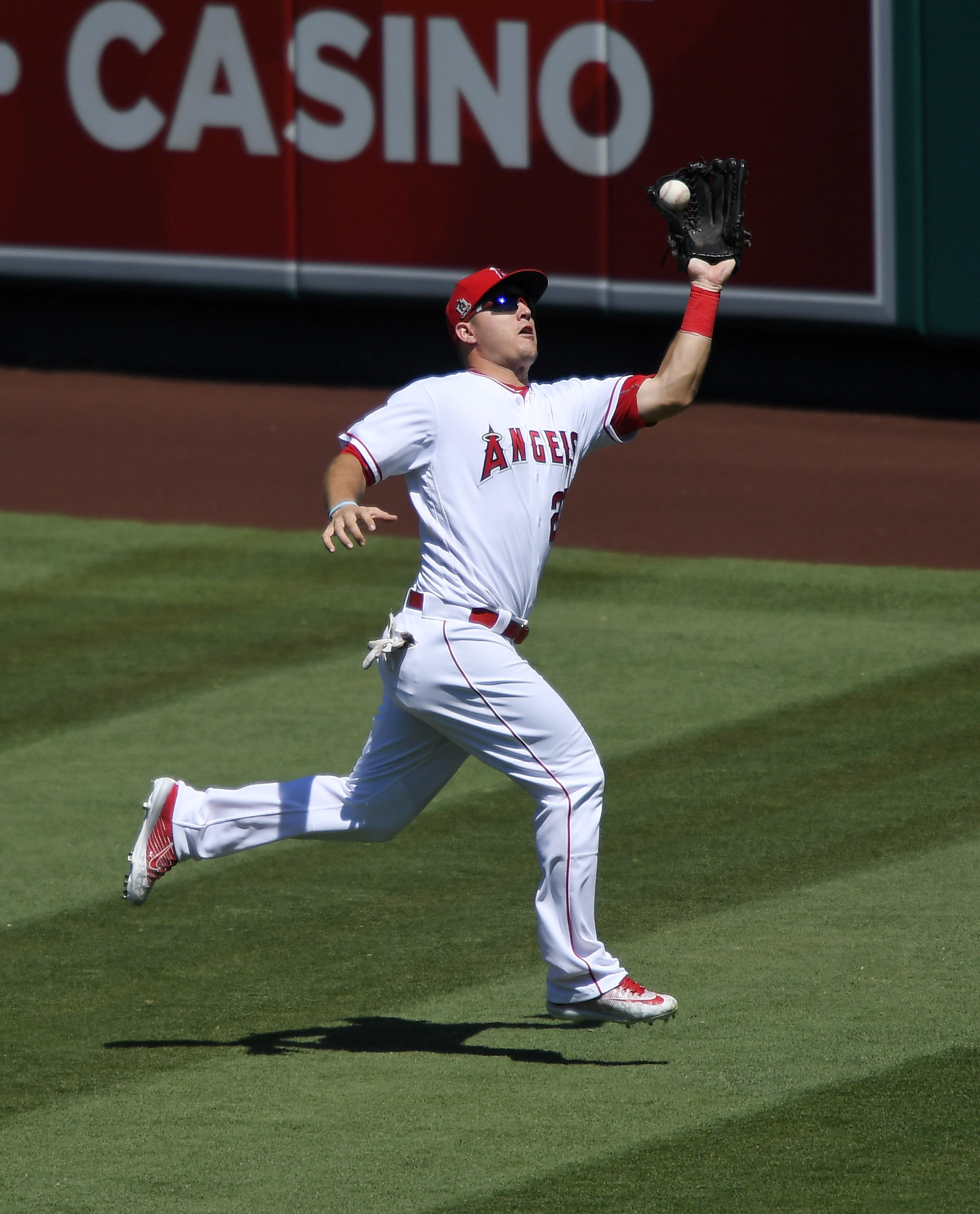 Los Angeles Angels center fielder Mike Trout makes a catch on a ball hit by Texas Rangers' Robinson Chirinos during the third inning of a baseball game, Sunday, Sept. 11, 2016, in Anaheim, Calif. (AP Photo/Mark J. Terrill)