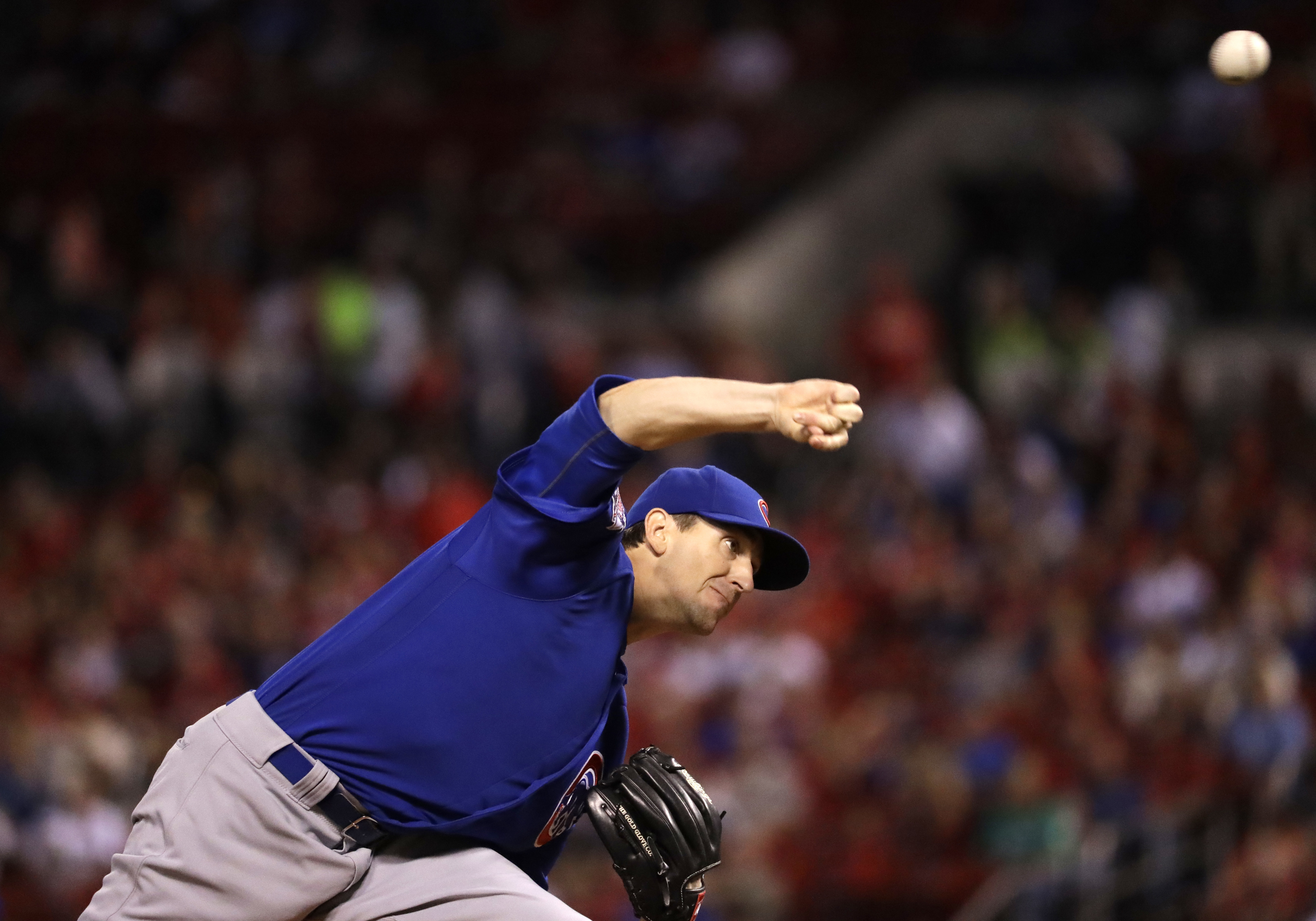 Chicago Cubs starting pitcher Kyle Hendricks throws during the first inning of a baseball game against the St. Louis Cardinals, Monday, Sept. 12, 2016, in St. Louis. (AP Photo/Jeff Roberson)