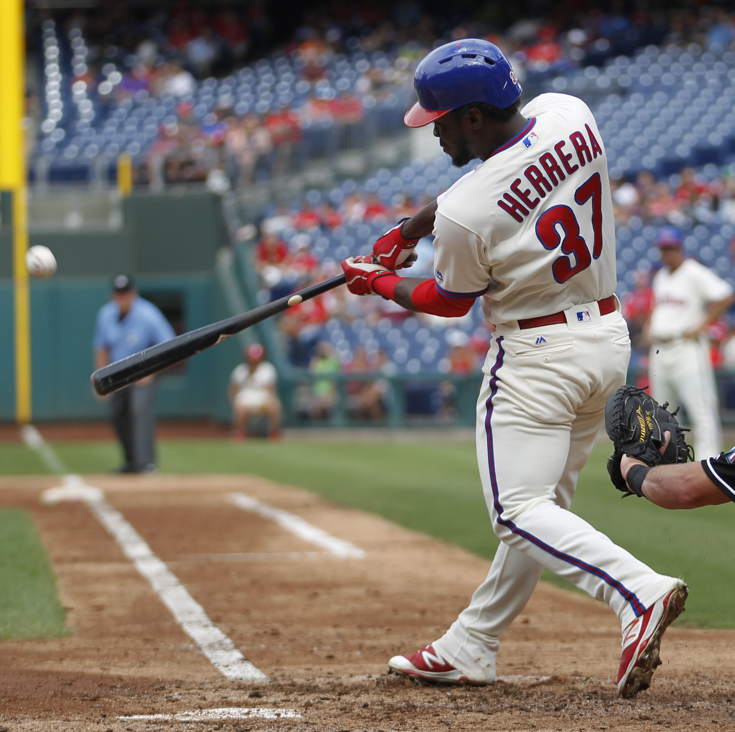 Philadelphia Phillies' Odubel Herrera hits a home run off Miami Marlins starting pitcher Andrew Cashner in the third inning of a baseball game, Sunday, Sept. 18, 2016, in Philadelphia. (AP Photo/Laurence Kesterson)