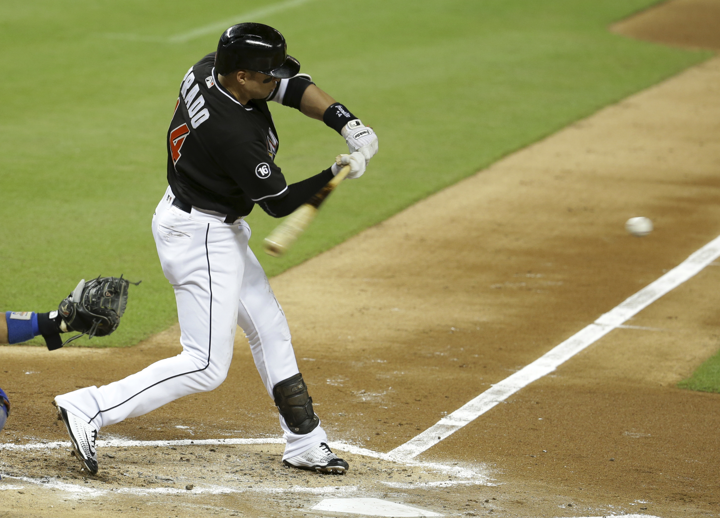 Miami Marlins' Martin Prado hits a single in the fourth inning of a baseball game against the New York Mets, Wednesday, Sept. 28, 2016, in Miami. (AP Photo/Lynne Sladky)