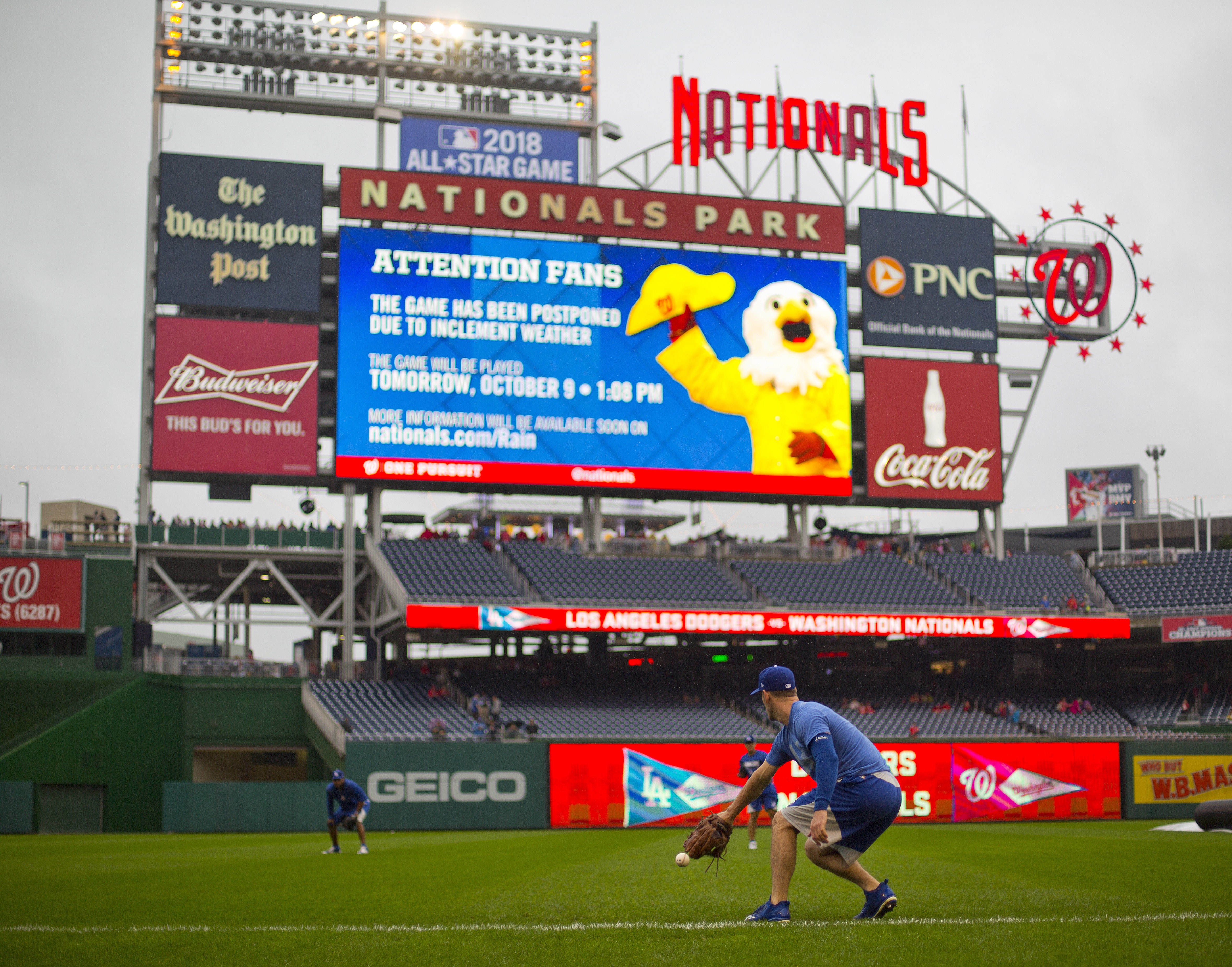 Los Angeles Dodgers relief pitcher Grant Dayton fields a ball as he workouts with teammates at Nationals Park, Saturday, Oct. 8, 2016, in Washington. Game 2 of baseball's National League Division Series between the Dodgers and Washington Nationals has bee