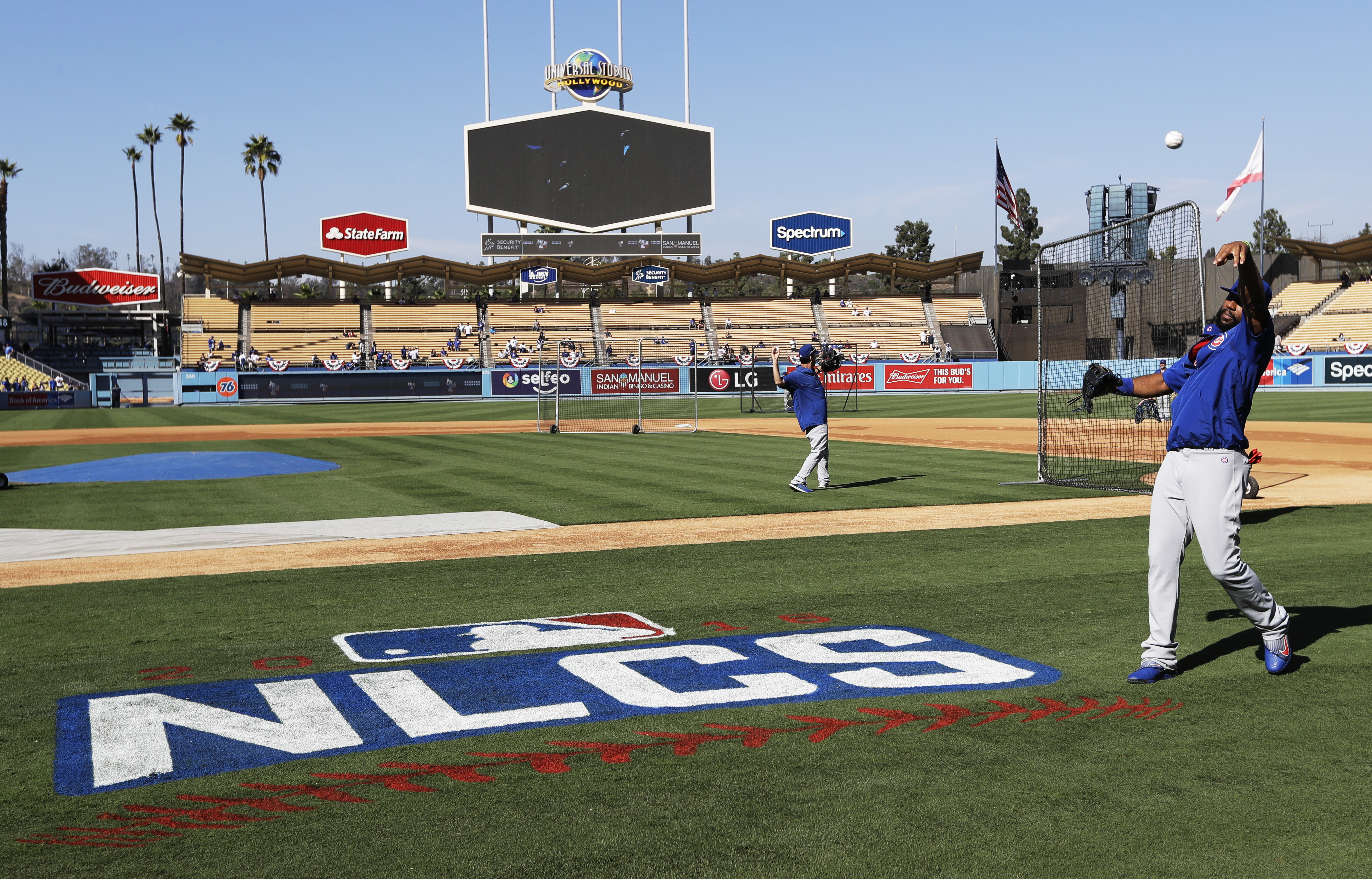 Chicago Cubs' Jason Heyward warms up before Game 3 of the National League baseball championship series against the Los Angeles Dodgers Tuesday, Oct. 18, 2016, in Los Angeles. (AP Photo/David J. Phillip)