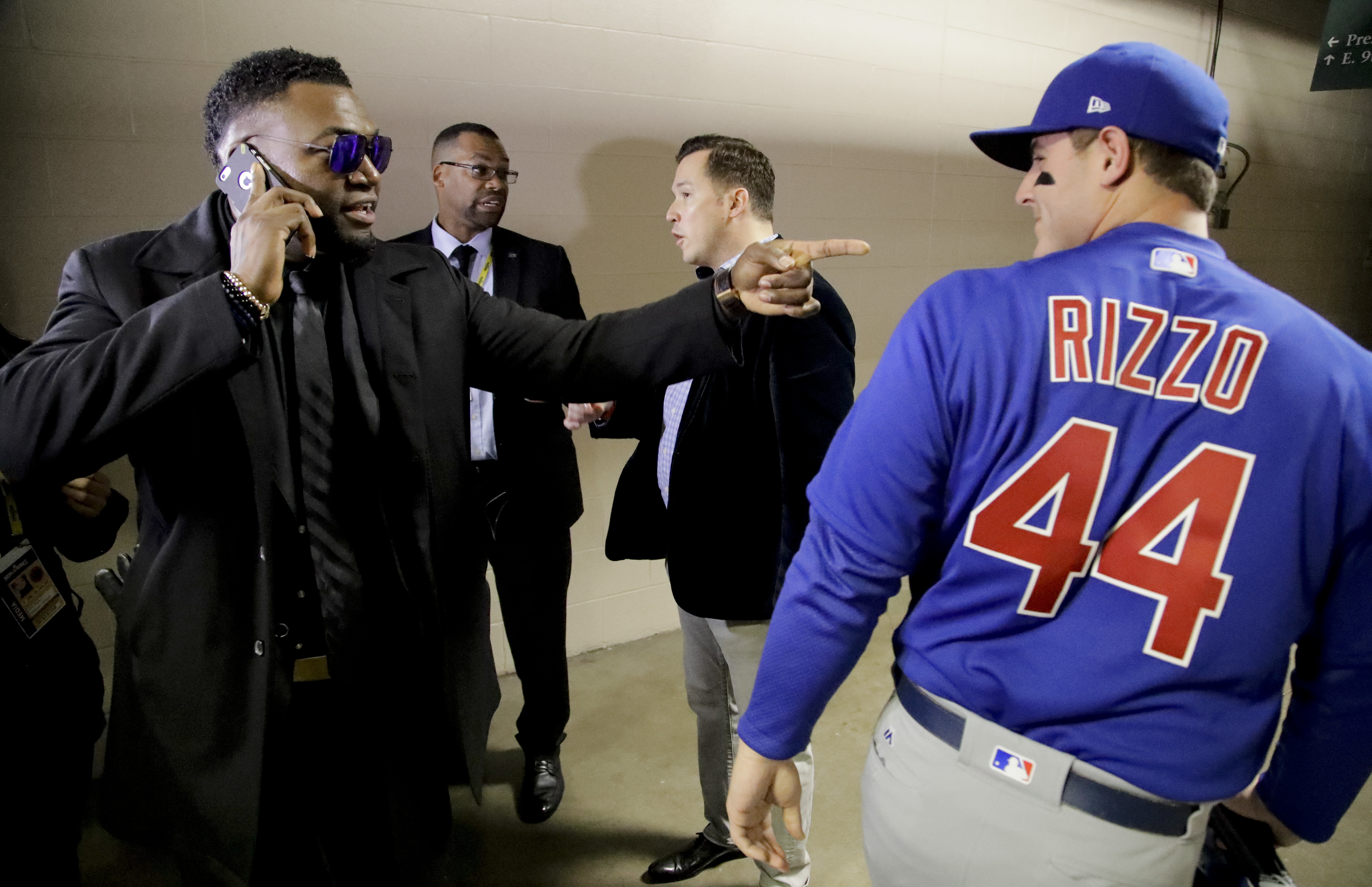 Boston Red Sox' David Ortiz, left, points at Chicago Cubs first baseman Anthony Rizzo after winning the Hank Aaron Award before Game 2 of the Major League Baseball World Series between the Cleveland Indians and the Chicago Cubs Wednesday, Oct. 26, 2016, i