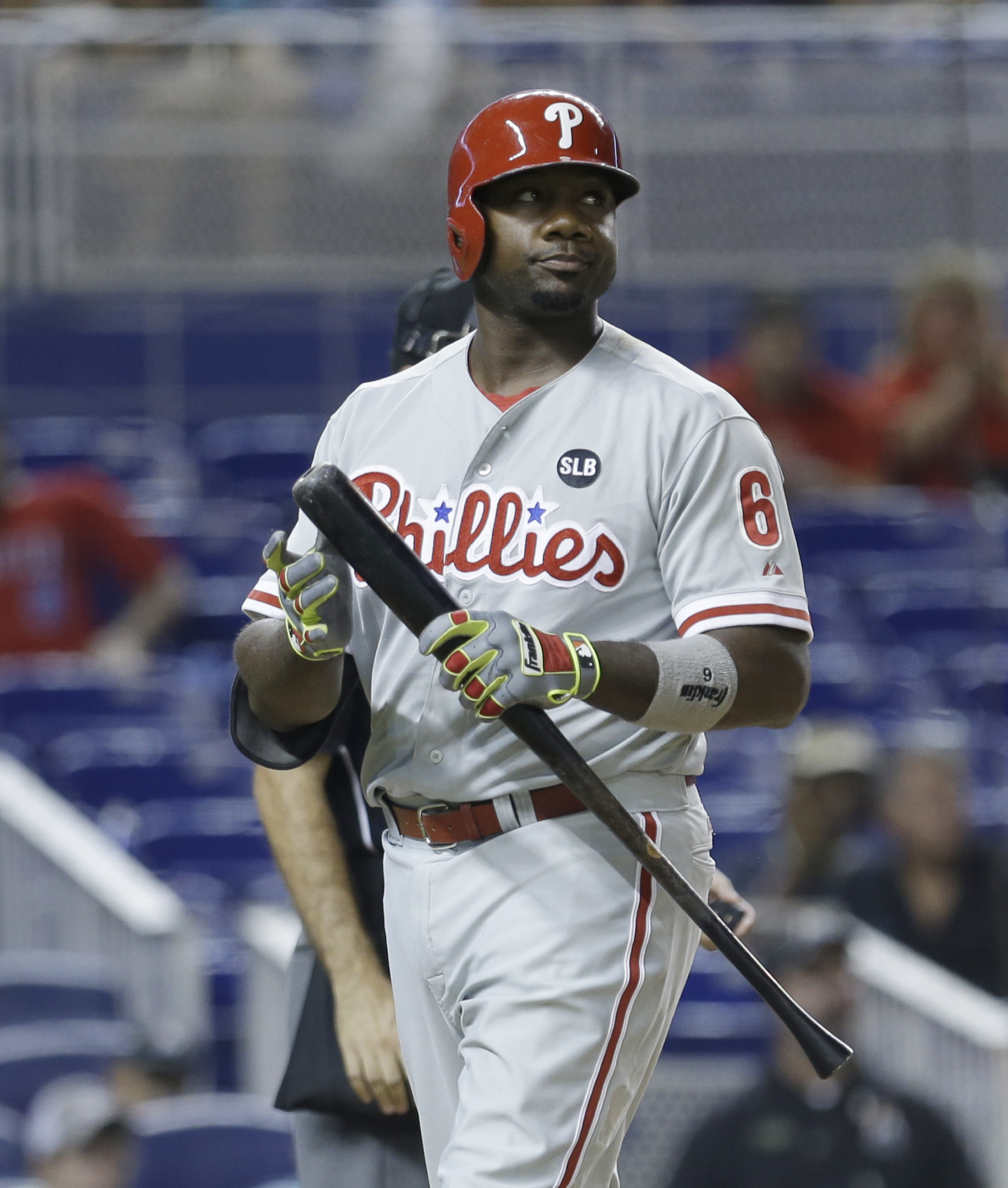 FILE - In this Saturday, Aug. 22, 2015 file photo, Philadelphia Phillies pinch hitter Ryan Howard (6) heads to the dugout after striking out during a baseball game against the Miami Marlins in Miami. The Phillies have declined their contract option on lon