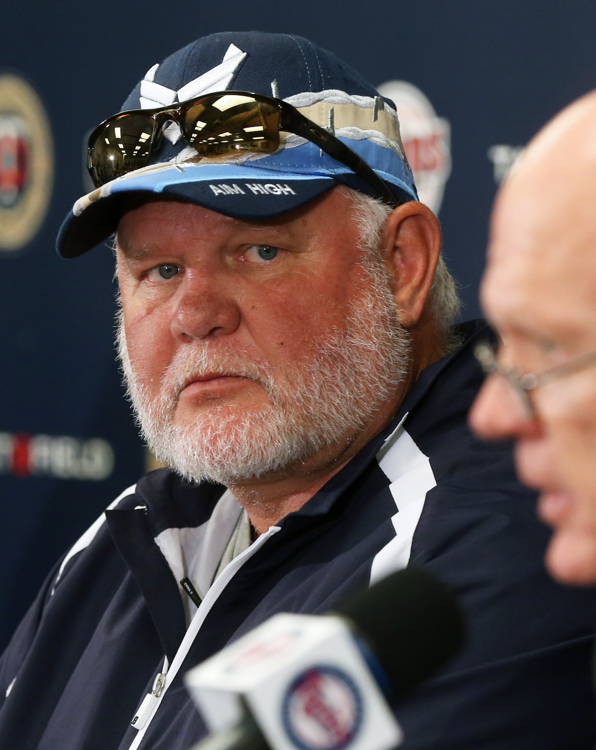Former Minnesota Twins manager Ron Gardenhire, left, listens as Twins general manager Terry Ryan formally announces the firing of the Twins skipper during a baseball news conference, Monday, Sept. 29, 2014, in Minneapolis. (AP Photo/Jim Mone)