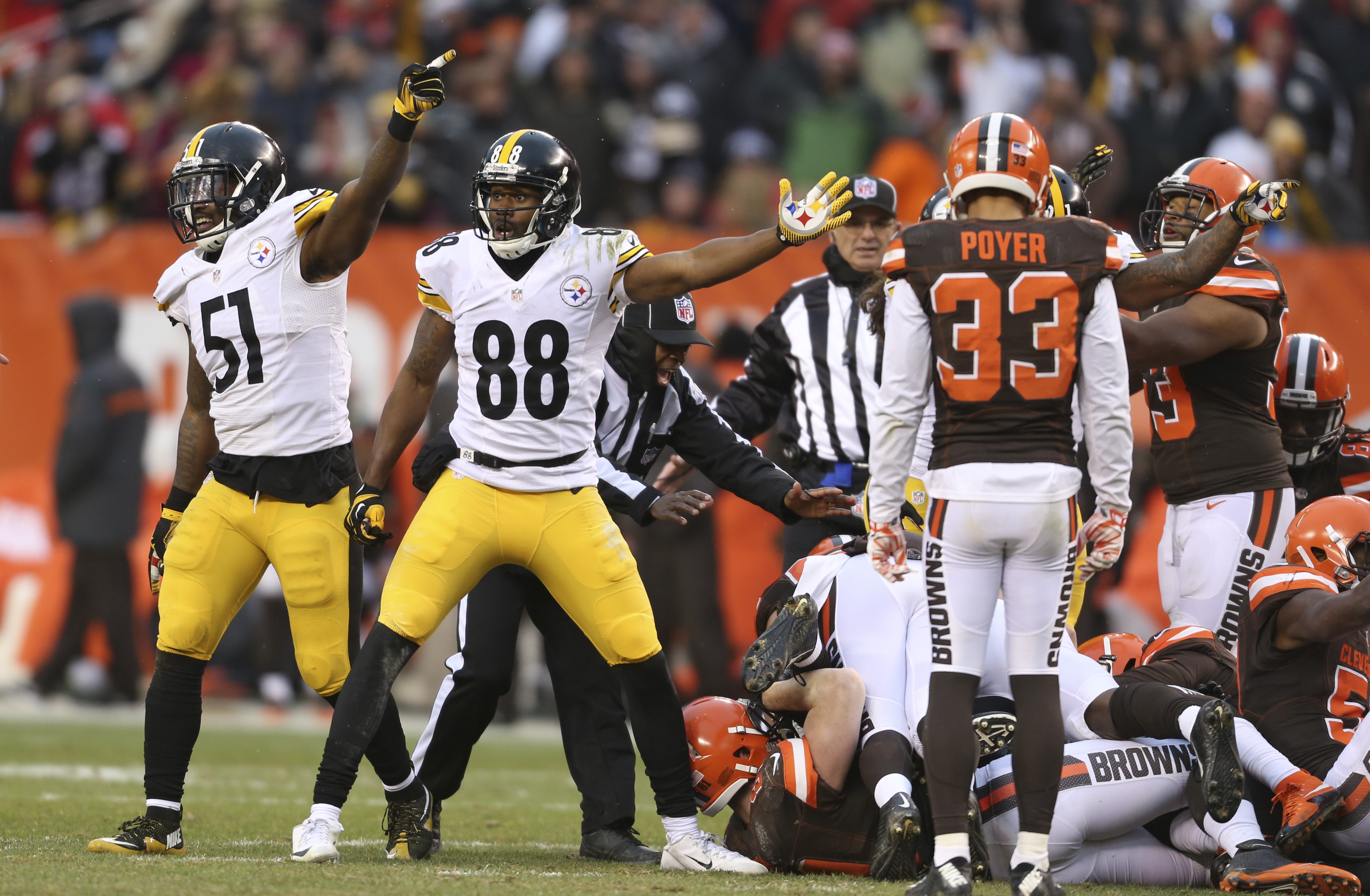 Pittsburgh Steelers inside linebacker Sean Spence (51) and wide receiver Darrius Heyward-Bey (88) signal a first down after the Cleveland Browns fumbled the kickoff and Pittsburgh recovered during the second half of an NFL football game, Sunday, Jan. 3, 2