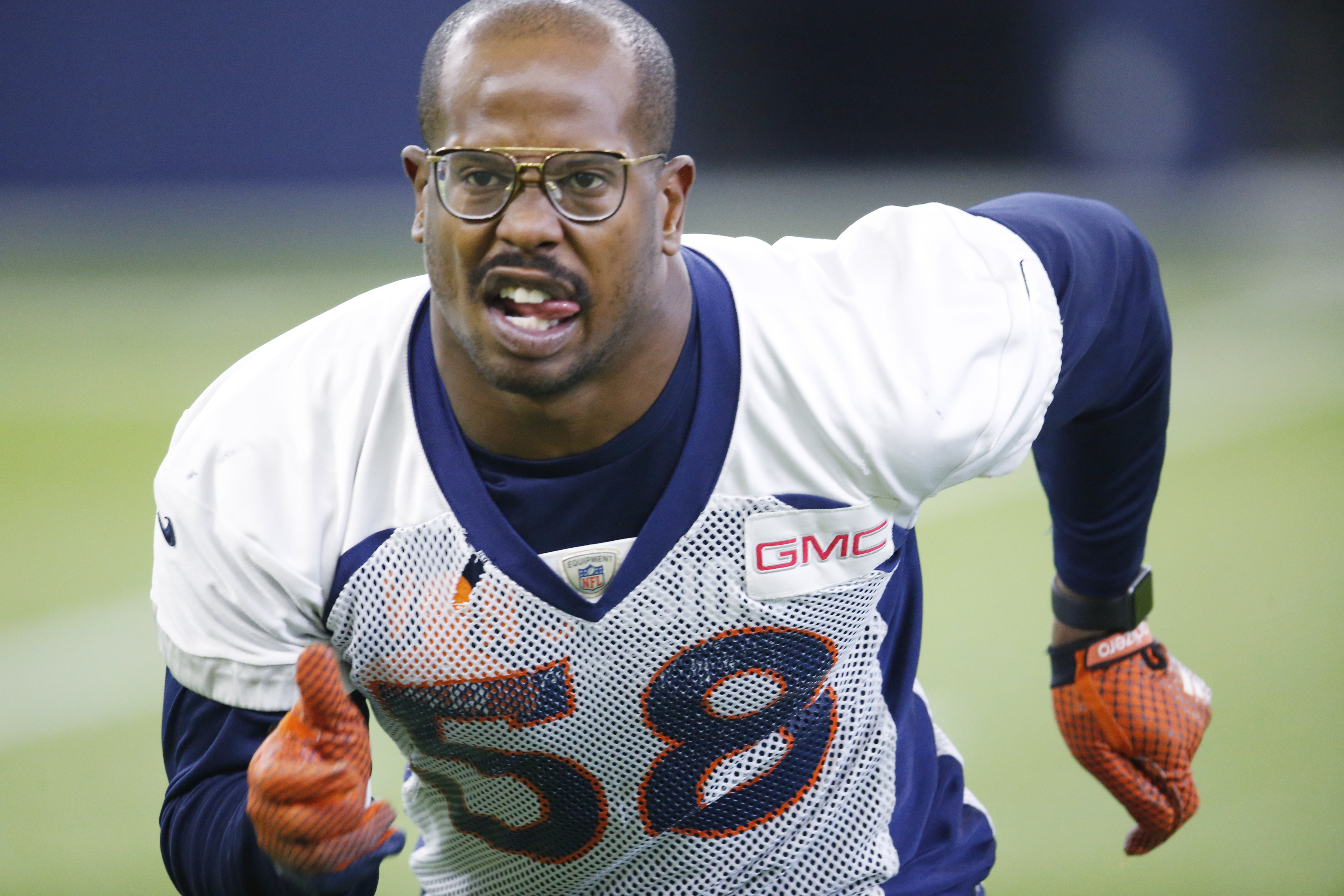 Denver Broncos outside linebacker Von Miller takes part in drill during the team's NFL football practice Thursday, Jan. 7, 2016, in Englewood, Colo. (AP Photo/David Zalubowski)
