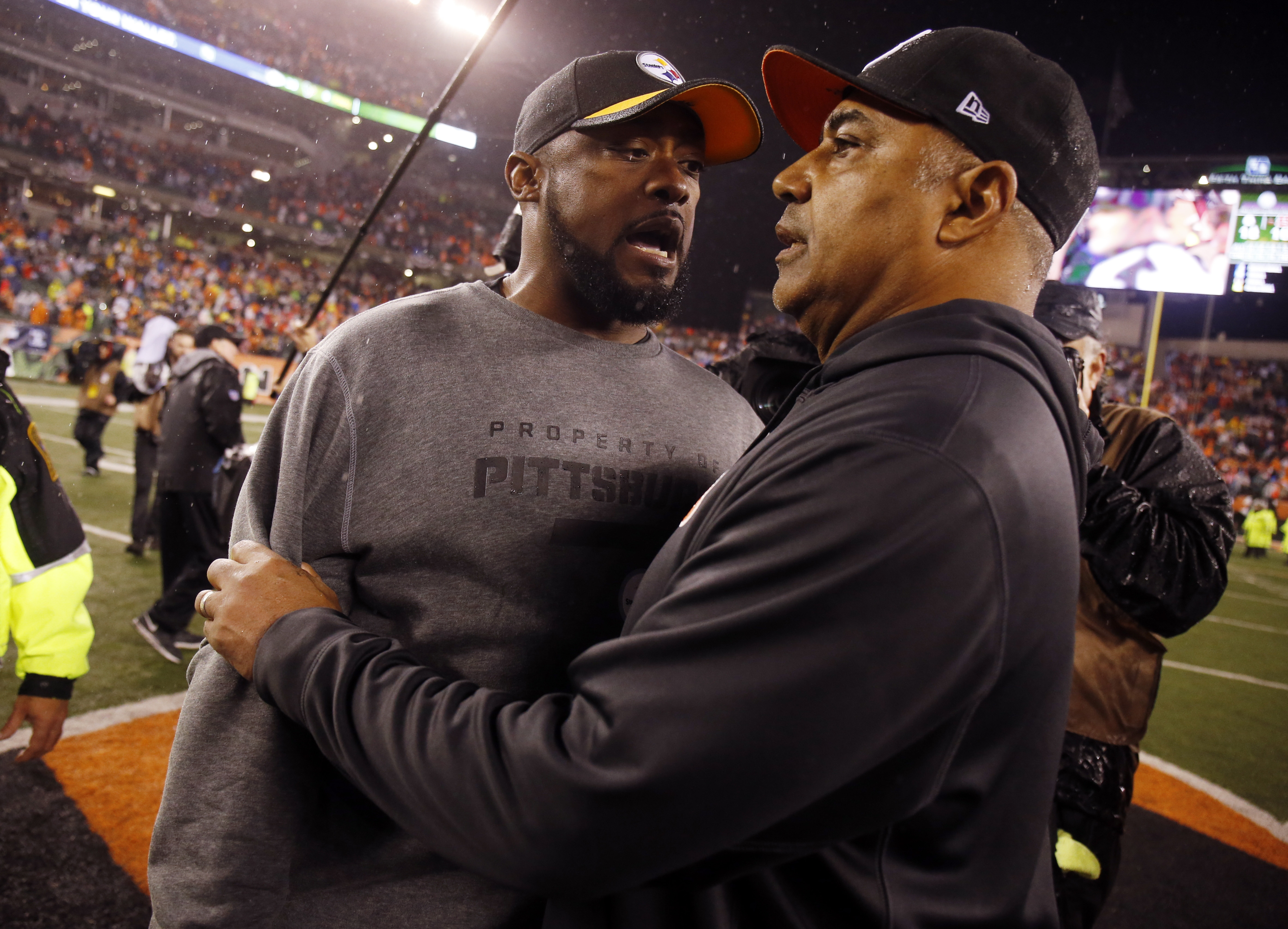 Pittsburgh Steelers head coach Mike Tomlin talks with Cincinnati Bengals head coach Marvin Lewis following an NFL wild-card playoff football game Sunday, Jan. 10, 2016, in Cincinnati. Pittsburgh won 18-16. (AP Photo/Gary Landers)
