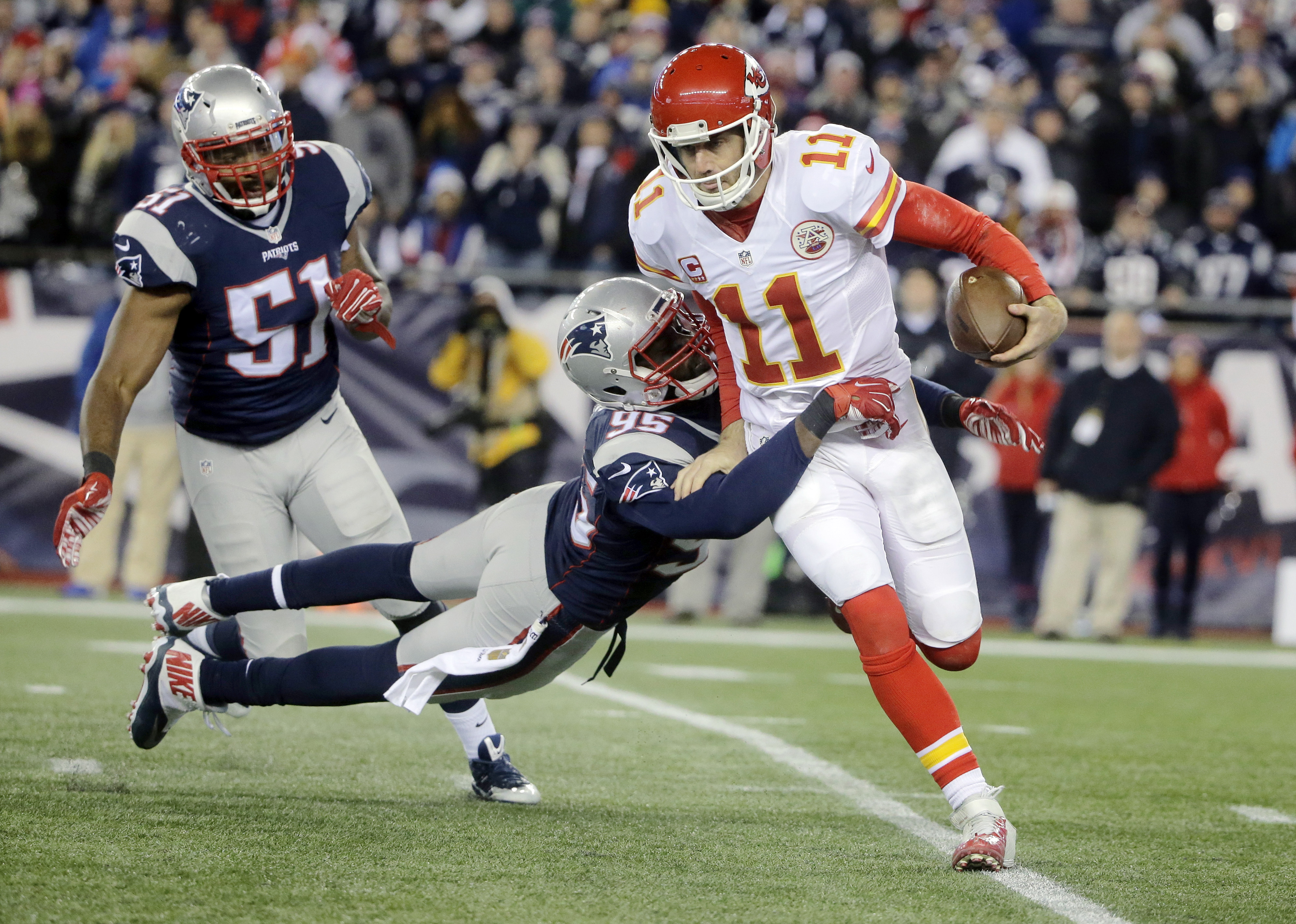 New England Patriots linebacker Jerod Mayo (51) and defensive end Chandler Jones (95) chase Kansas City Chiefs quarterback Alex Smith (11) in the second half of an NFL divisional playoff football game, Saturday, Jan. 16, 2016, in Foxborough, Mass. (AP Pho