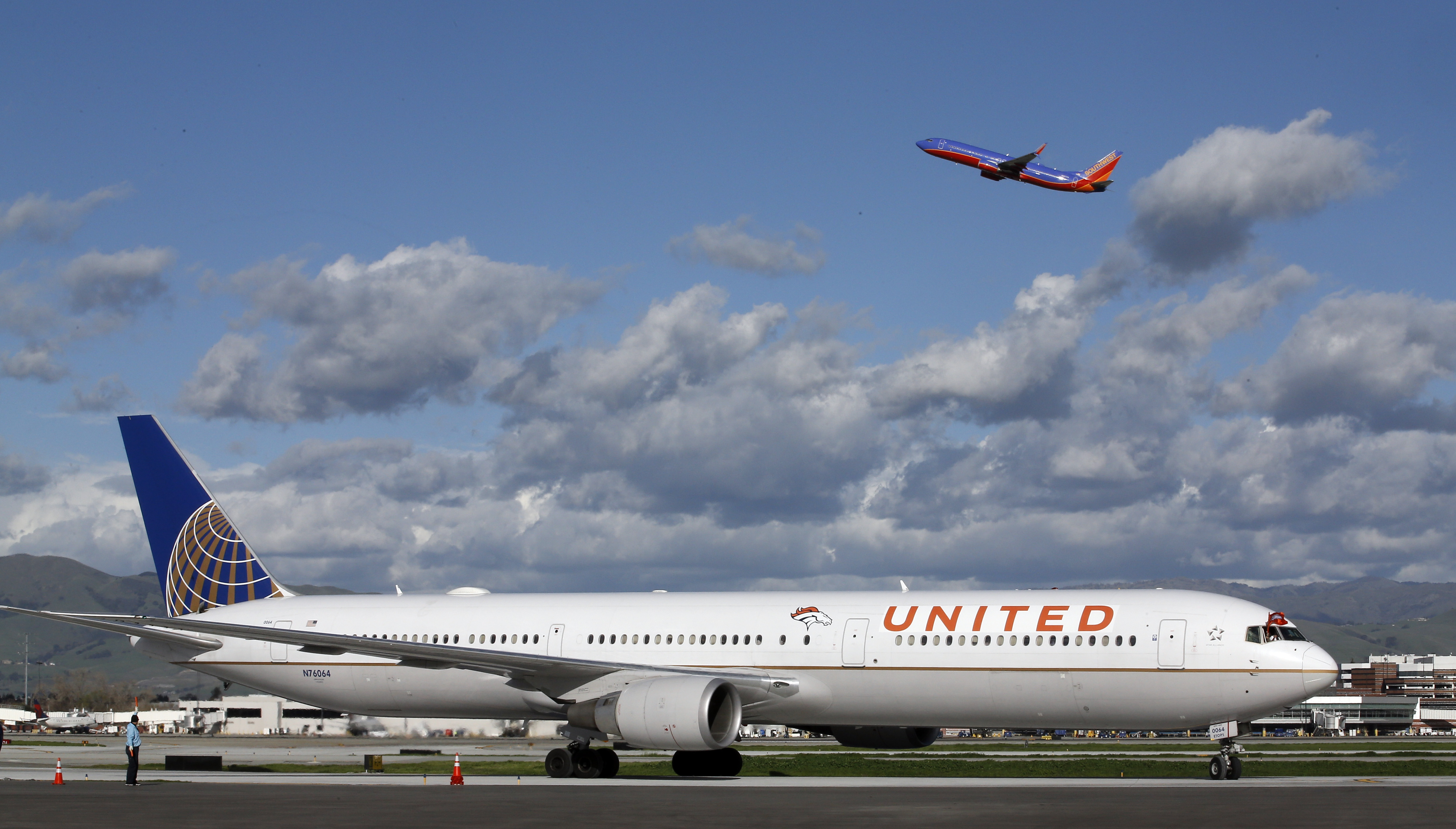 The plane carrying the Denver Broncos arrives at Mineta San Jose International Airport for the NFL Super Bowl football game Sunday, Jan. 31, 2016, in San Jose, Calif.  The Broncos play the Carolina Panthers on Sunday, Feb. 7, 2015, in Super Bowl 50. (AP P