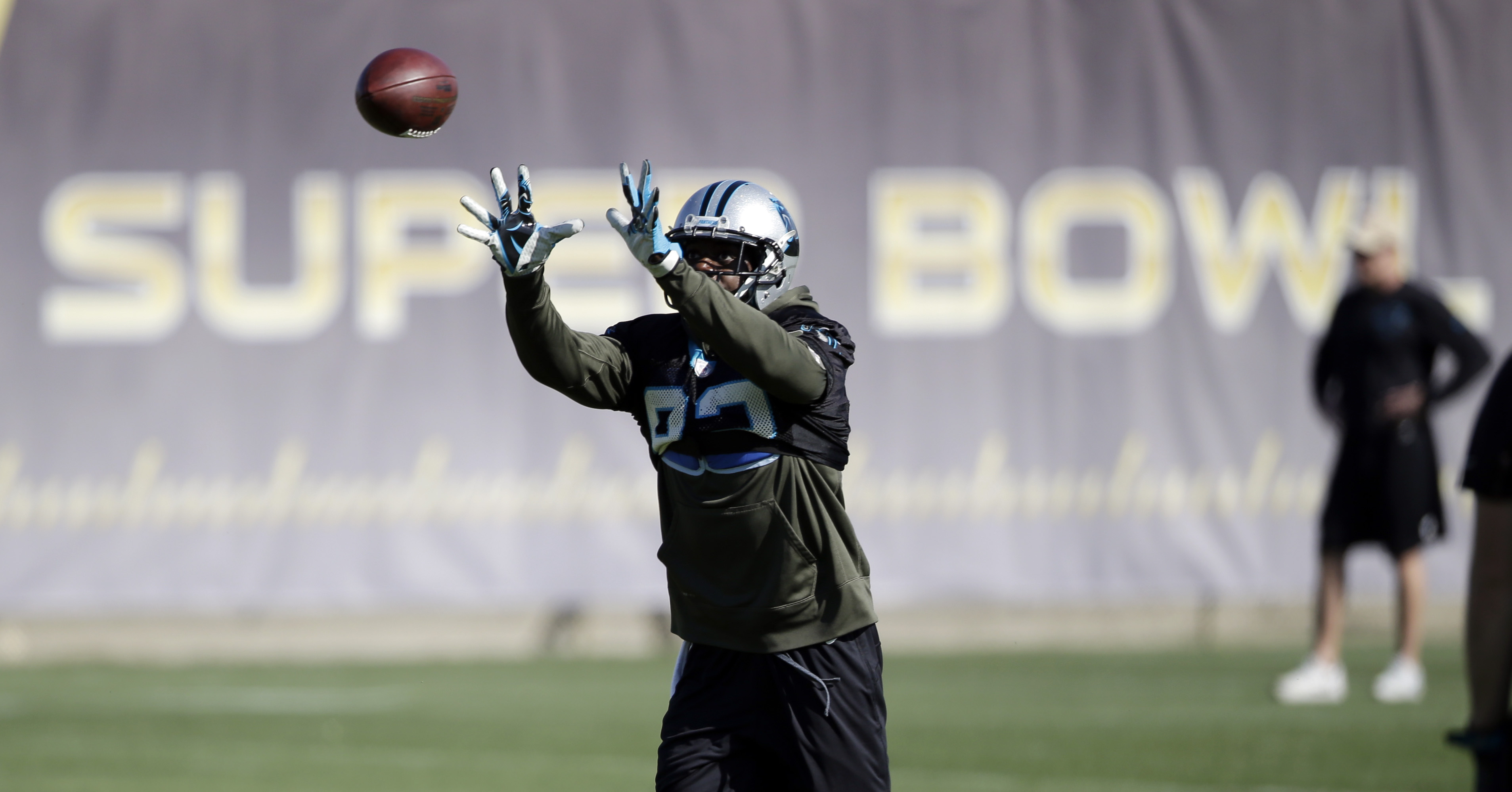 Carolina Panthers wide receiver Jerricho Cotchery makes a catch during practice in preparation for the Super Bowl 50 football game Thursday Feb. 4, 2016 in San Jose, Calif. (AP Photo/Marcio Jose Sanchez)