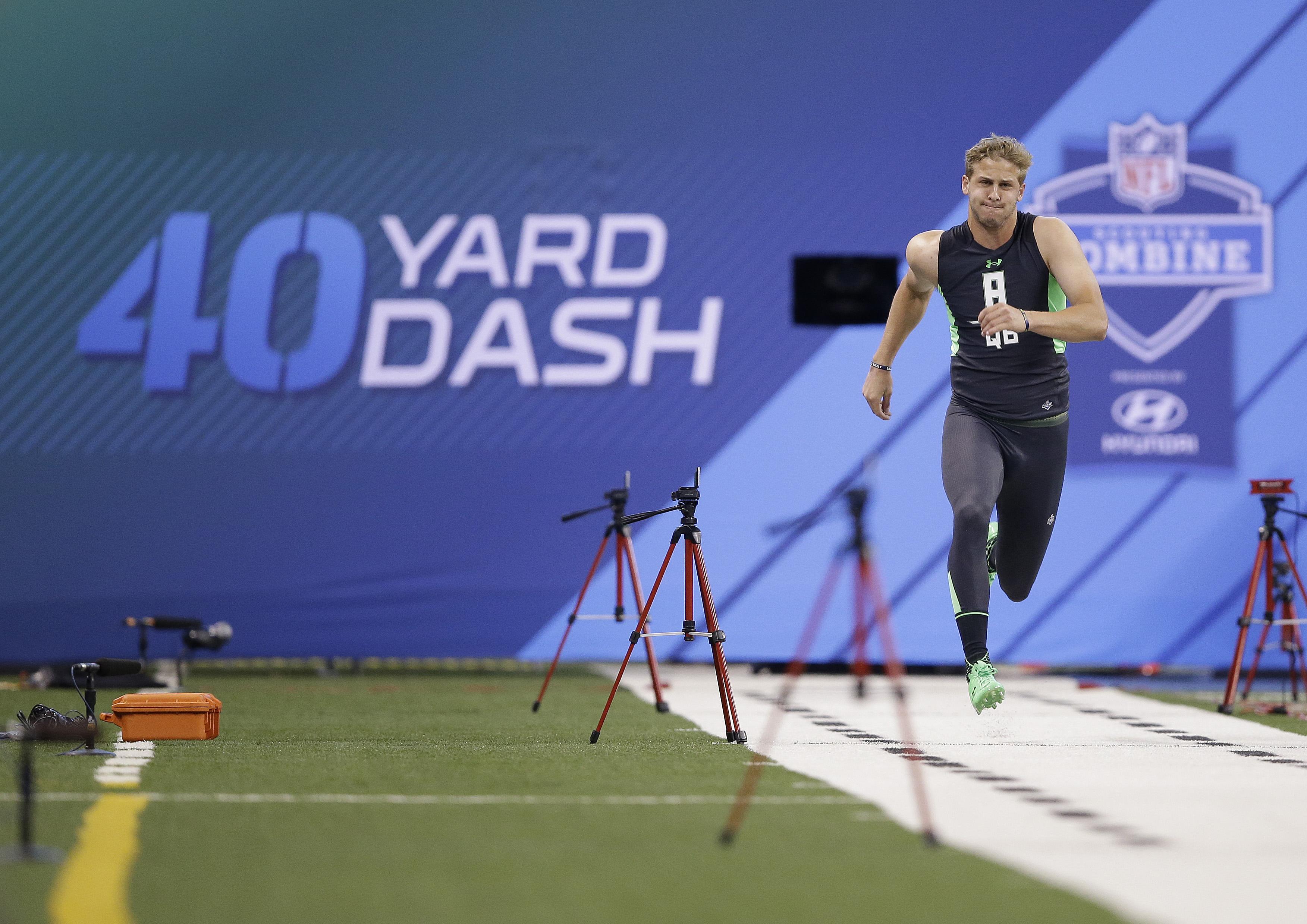 California quarterback Jared Goff runs the 40-yard dash at the NFL football scouting combine in Saturday, Feb. 27, 2016, in Indianapolis. (AP Photo/Darron Cummings)