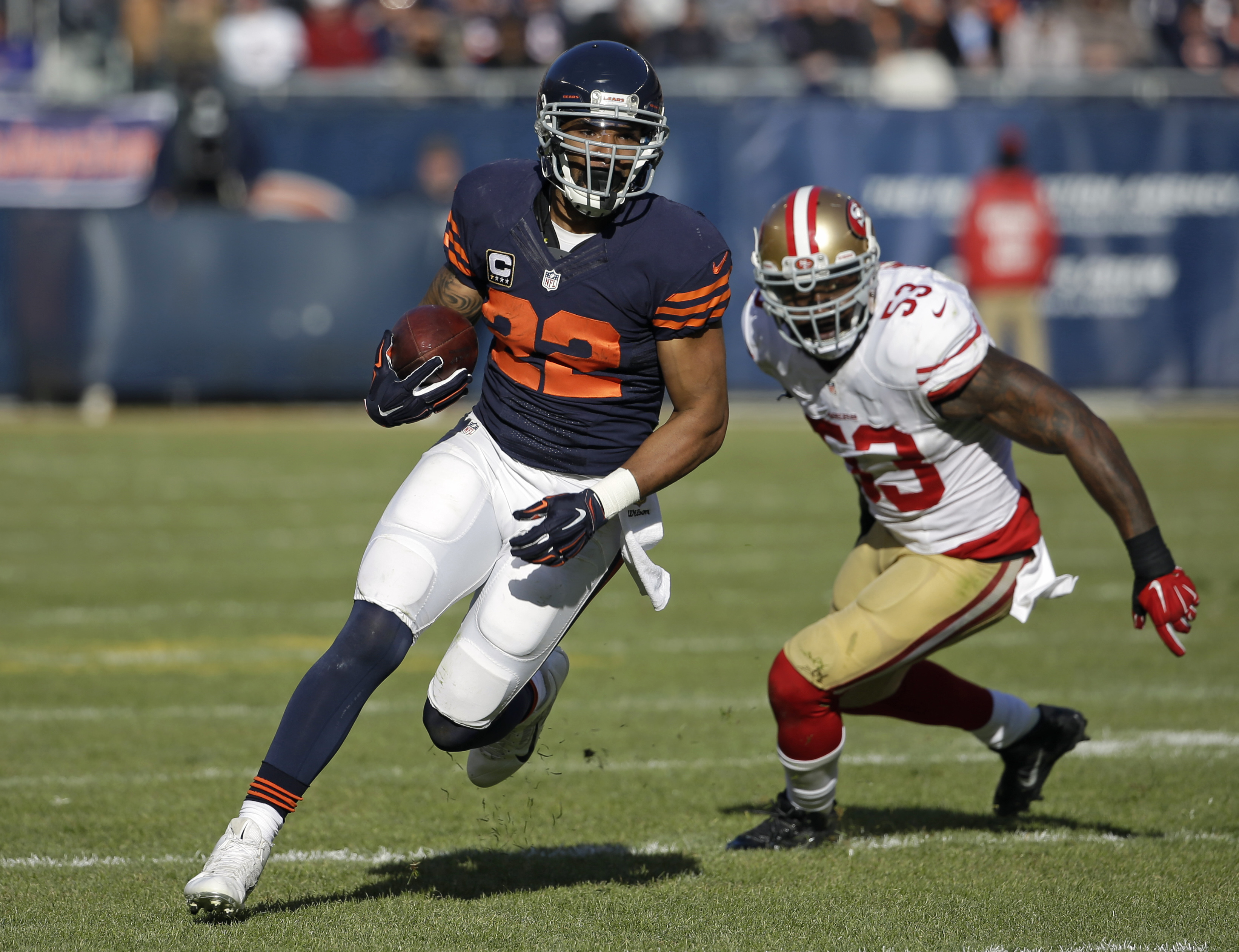 FILE - In this Dec. 6, 2015, file photo, Chicago Bears running back Matt Forte (22) rushes against the San Francisco 49ers during an NFL football game in Chicago. Forte, a two-time Pro Bowl running back announced on Instagram Friday, Feb. 12, 2016, mornin