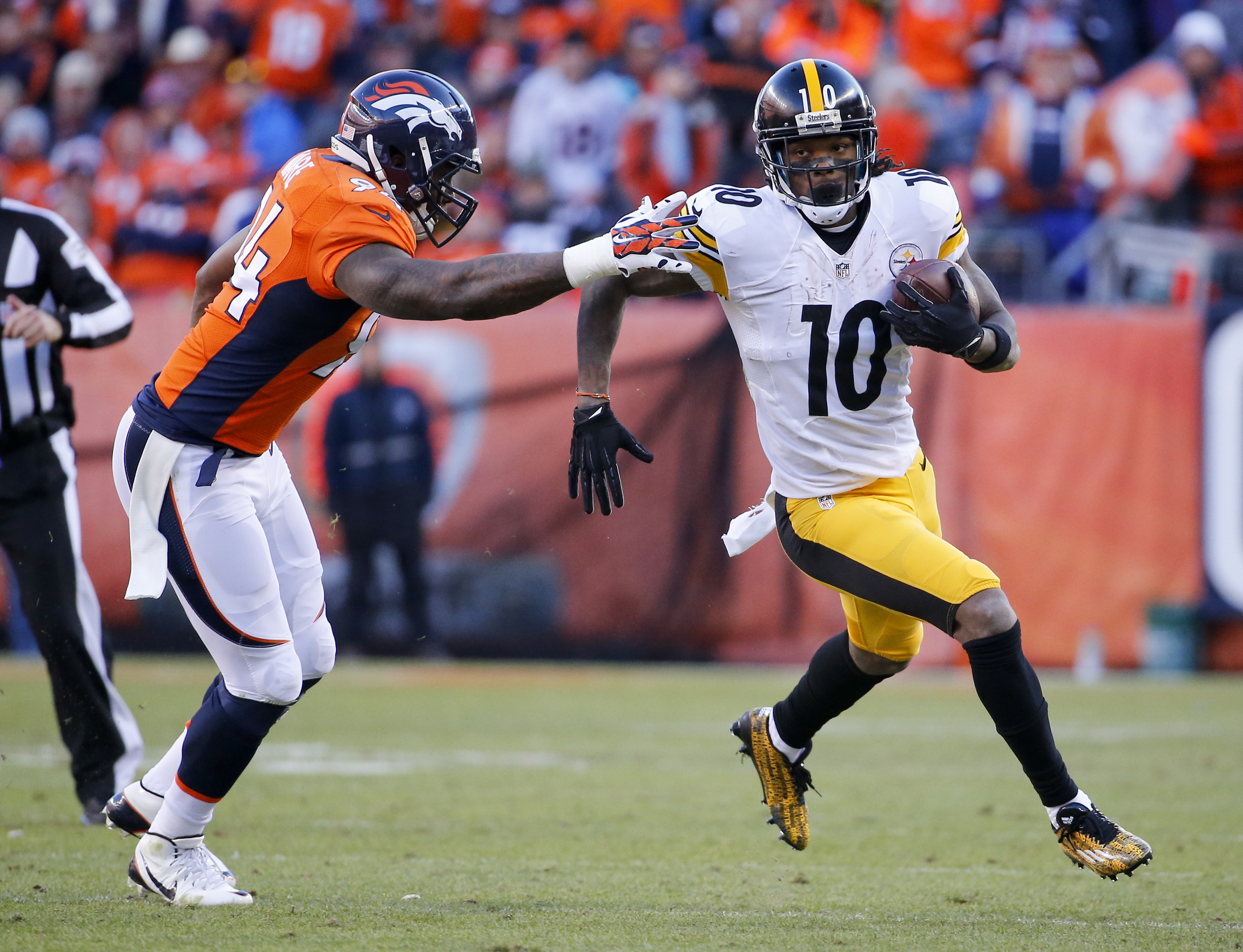 Pittsburgh Steelers wide receiver Martavis Bryant, runs past Denver Broncos outside linebacker DeMarcus Ware during the first half in an NFL football divisional playoff game, Sunday, Jan. 17, 2016, in Denver. (AP Photo/Jack Dempsey)