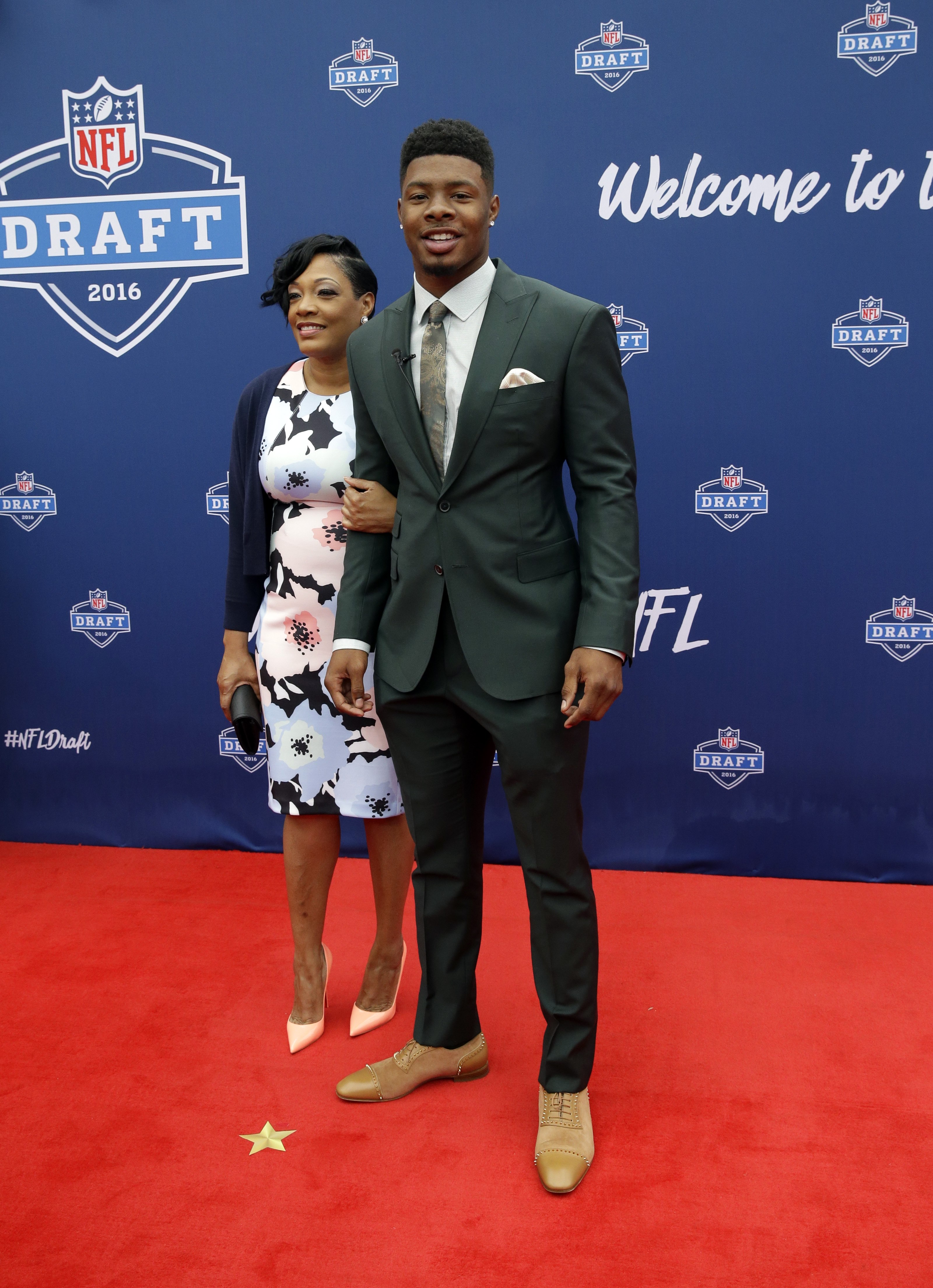 Baylors Corey Coleman, right, poses for photos upon arriving for the first round of the 2016 NFL football draft at the Auditorium Theater of Roosevelt University, Thursday, April 28, 2016, in Chicago. (AP Photo/Nam Y. Huh)