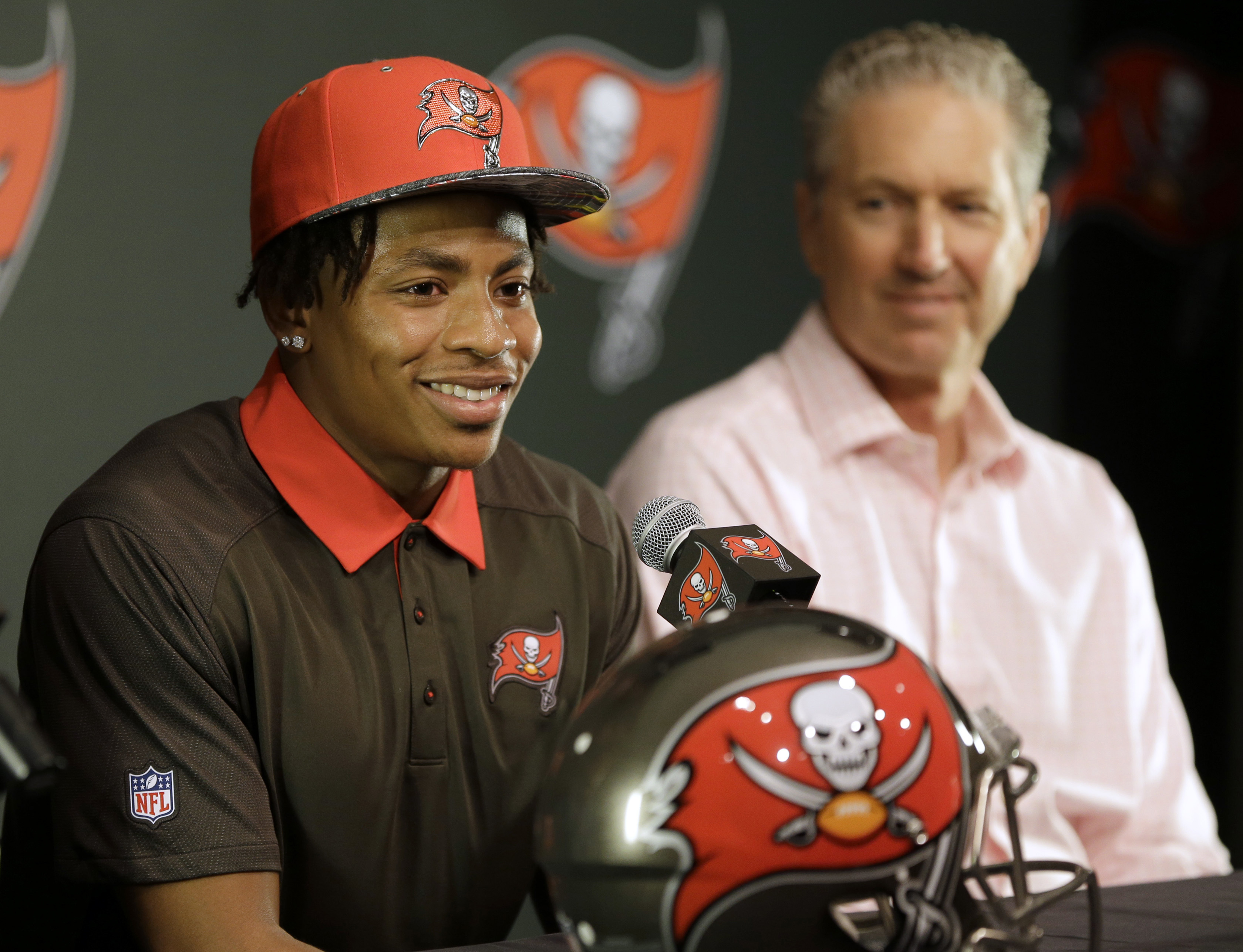 Tampa Bay Buccaneers first-round draft pick Vernon Hargreaves, left, smiles as he sits with head coach Dirk Koetter during a news conference Friday, April 29, 2016, in Tampa, Fla. Hargreaves, formally of the University of Florida, was the 11th overall pic