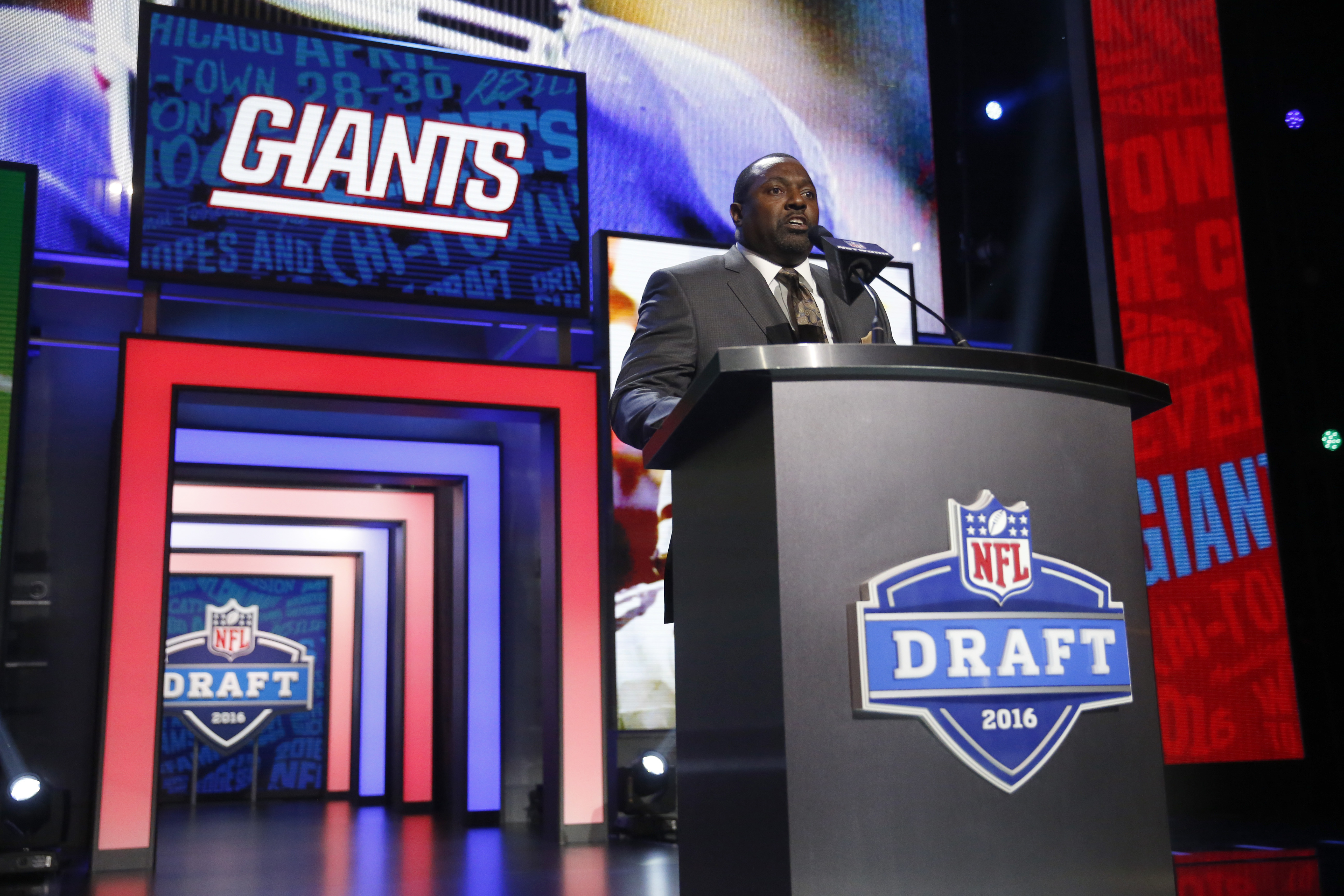 Former NFL player Rodney Hampton announces that the New York Giants selects Oklahomas Sterling Shepard as the 40th pick in the second round of the 2016 NFL football draft, Friday, April 29, 2016, in Chicago. (AP Photo/Charles Rex Arbogast)