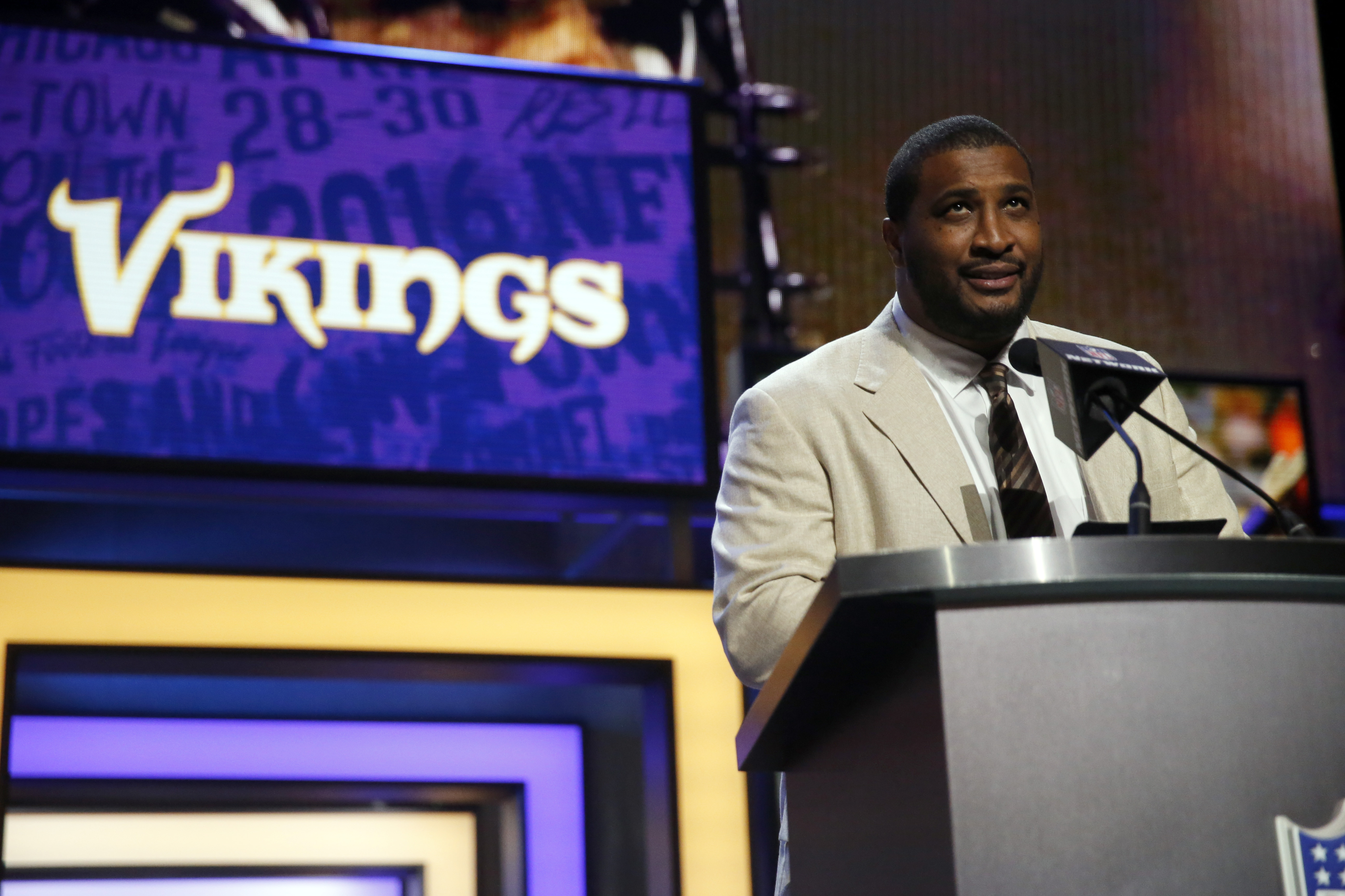 Former NFL player Daunte Culpepper announces that the Minnesota Vikings selects Clemsons Mackensie Alexander as the 54th pick in the second round of the 2016 NFL football draft, Friday, April 29, 2016, in Chicago. (AP Photo/Charles Rex Arbogast)
