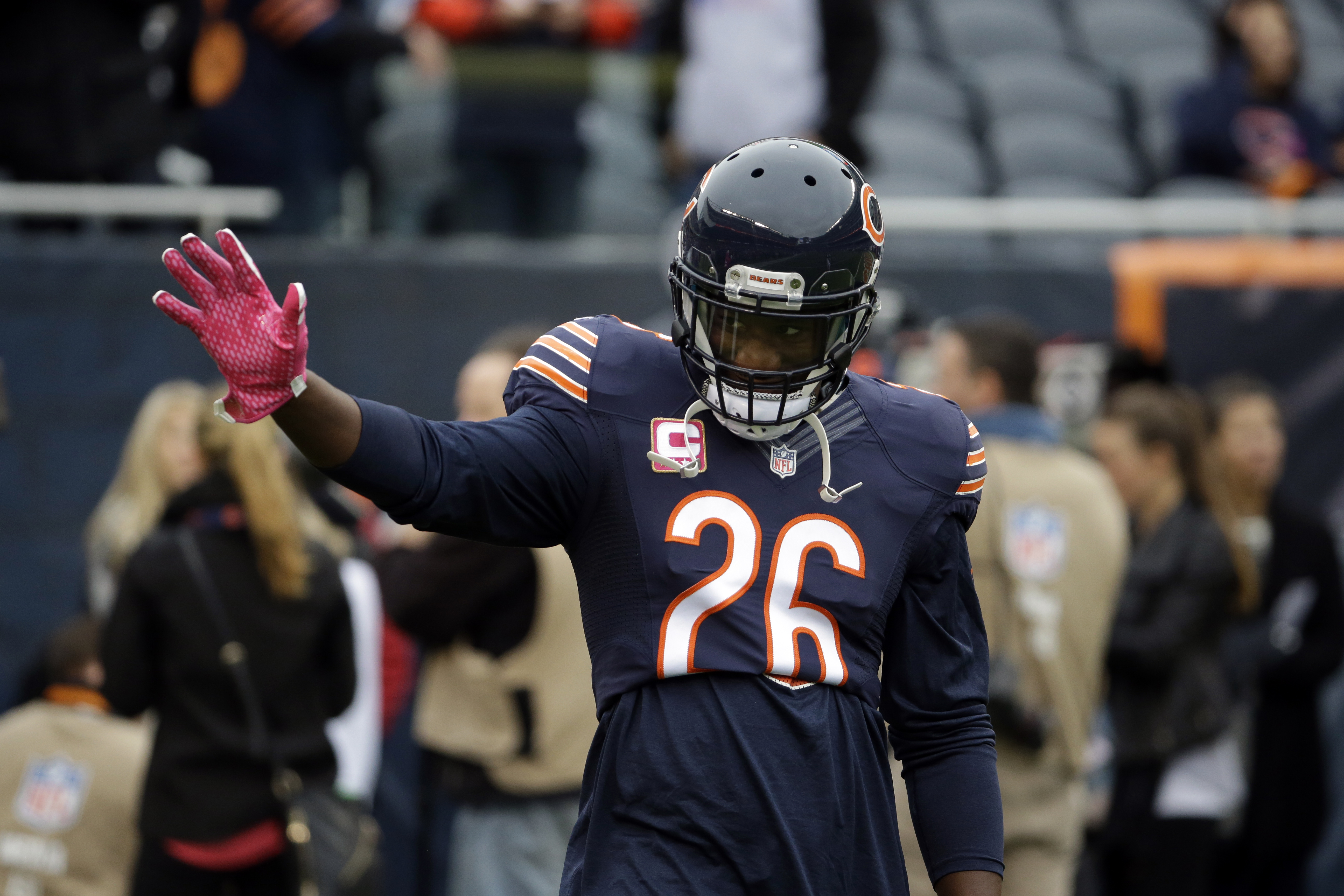 Chicago Bears strong safety Antrel Rolle (26) warms up before an NFL football game against the Oakland Raiders, Sunday, Oct. 4, 2015, in Chicago. (AP Photo/Nam Y. Huh)