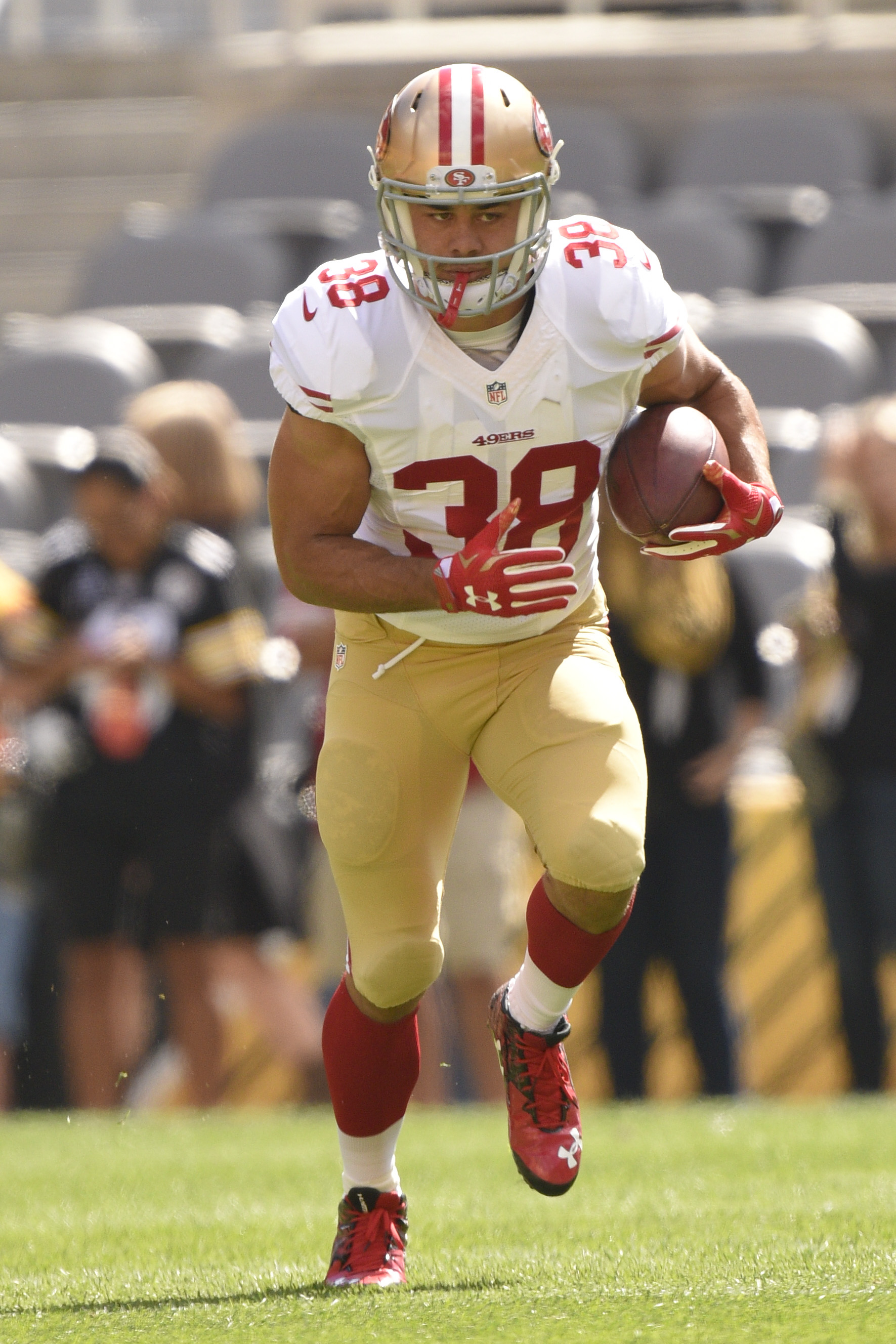 San Francisco 49ers running back Jarryd Hayne (38) warms up before an NFL football game against the Pittsburgh Steelers, Sunday, Sept. 20, 2015 in Pittsburgh. (AP Photo/Keith Srakocic)