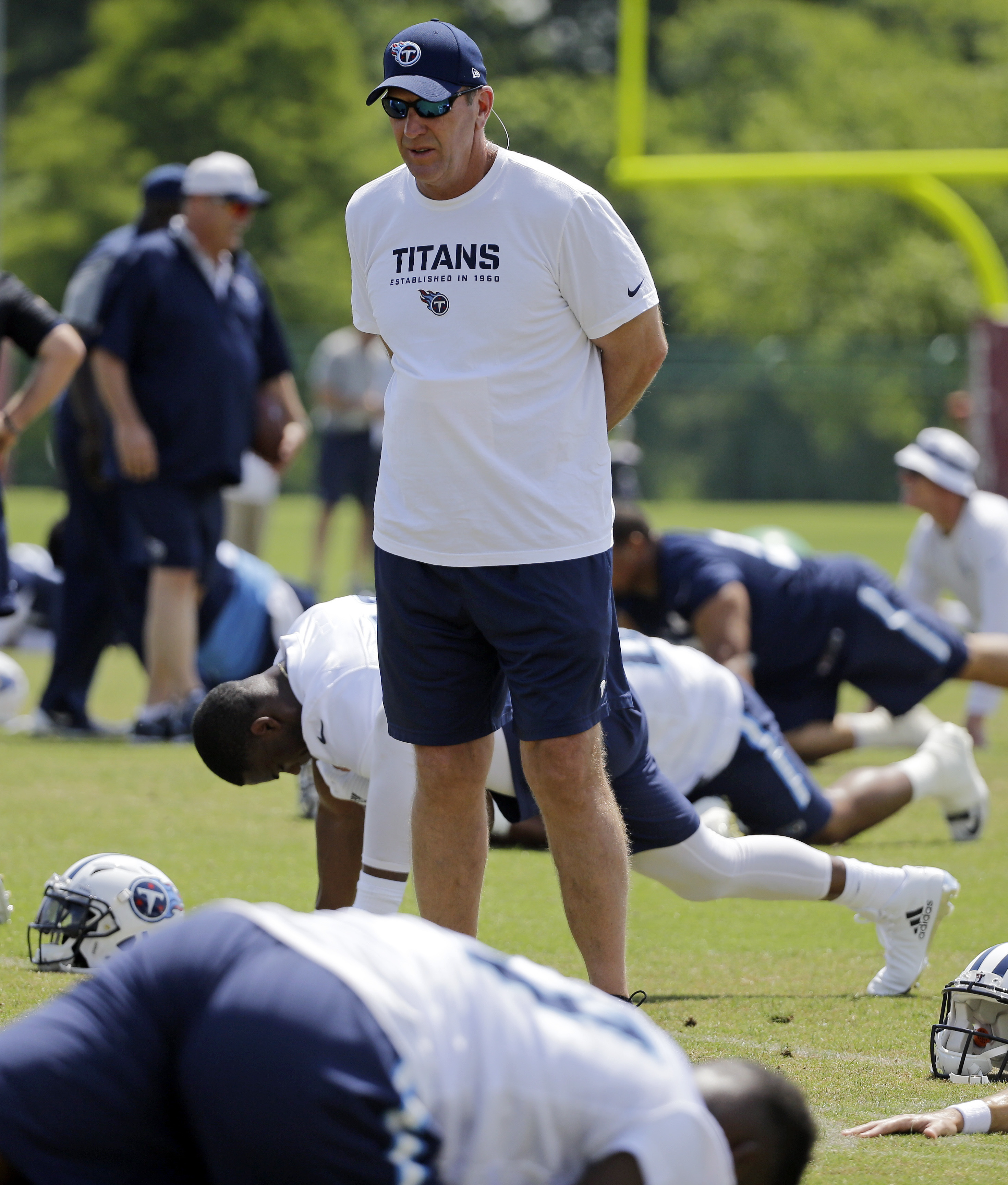 Tennessee Titans head coach Mike Mularkey watches as players stretch during an NFL football practice Tuesday, May 24, 2016, in Nashville, Tenn. (AP Photo/Mark Humphrey)