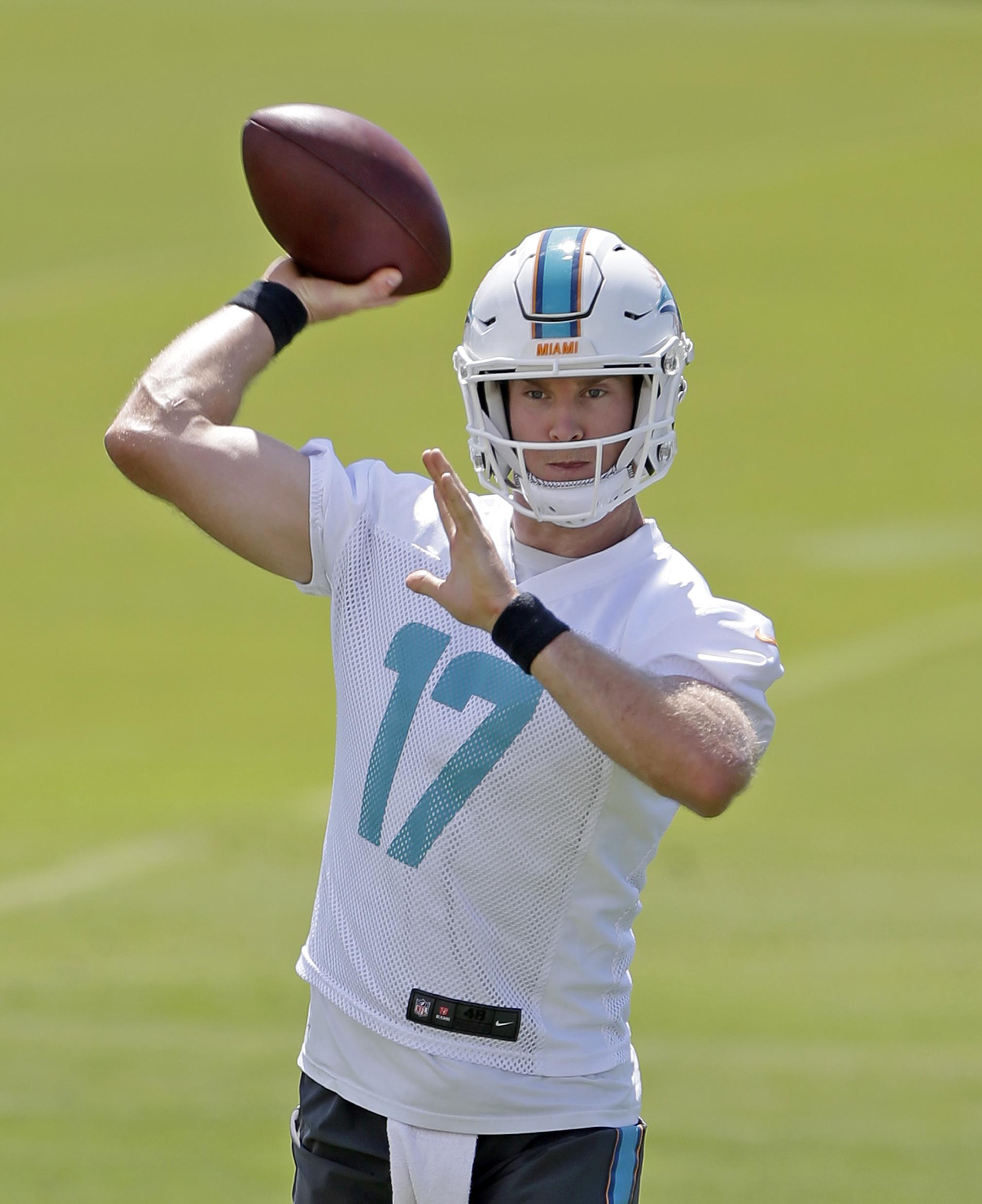 Miami Dolphins quarterback Ryan Tannehill prepares to pass during an NFL football practice Thursday, May 26, 2016, in Davie, Fla.  (AP Photo/Alan Diaz)